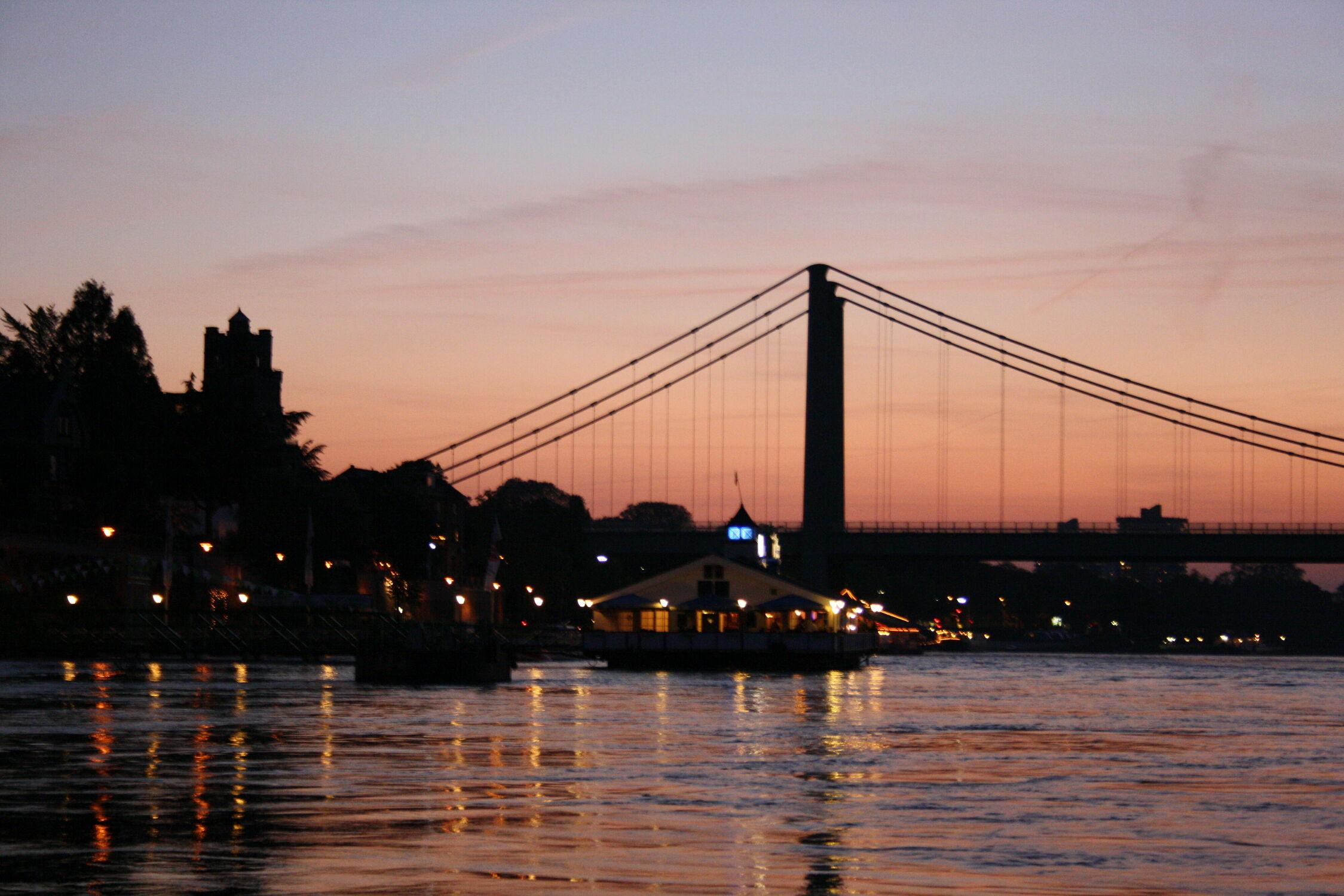 Bild mit Gewässer, Flüsse, Sonnenuntergang, Städte, Städte, Brücken und Bögen, Brücken, Abendlicht, Fluss, Abendstimmung
