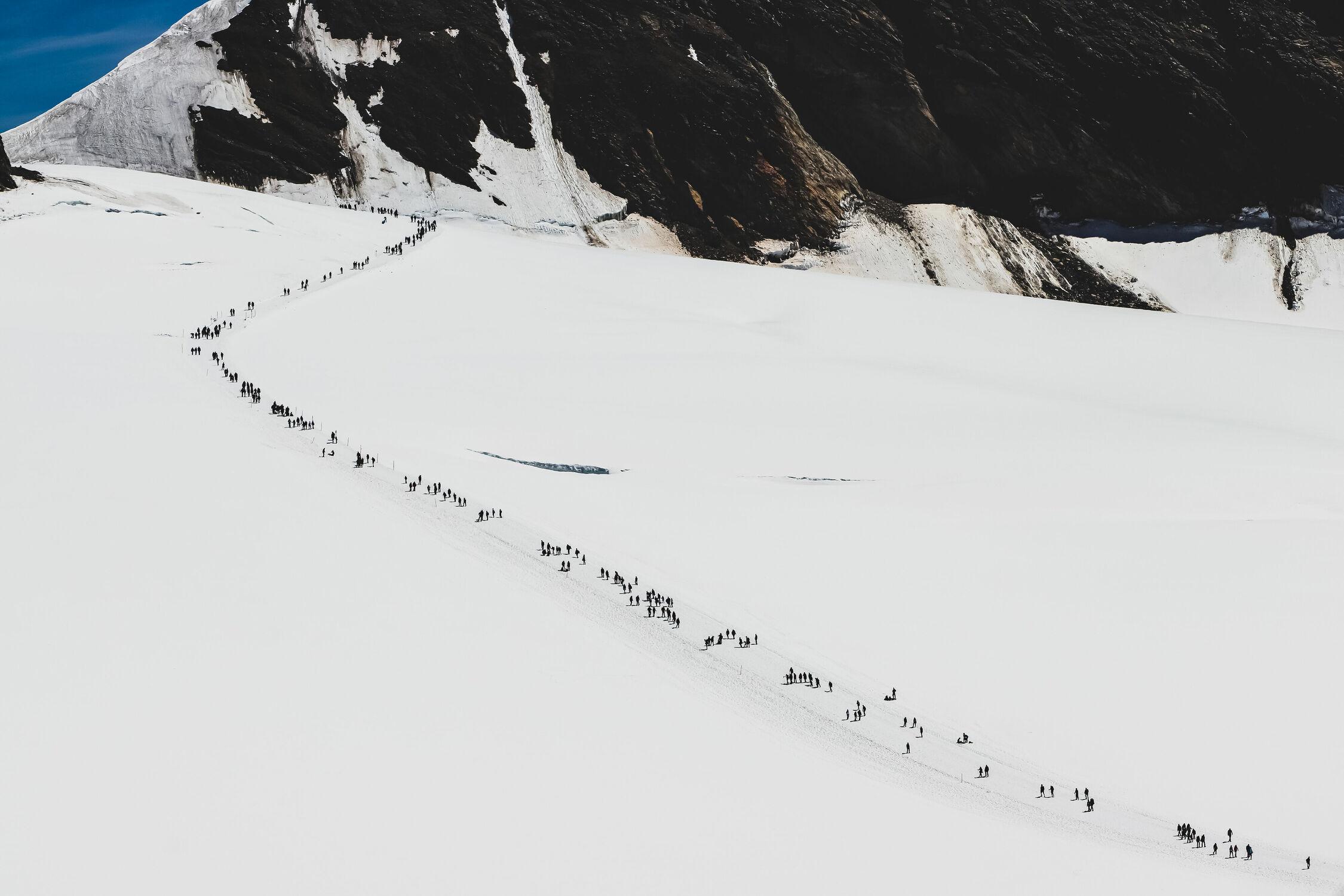Bild mit Menschen, Natur, Berge, Schnee, Alpen, winterlandschaft, Landschaften im Winter, Schweiz, schweizeralpen, Professionell
