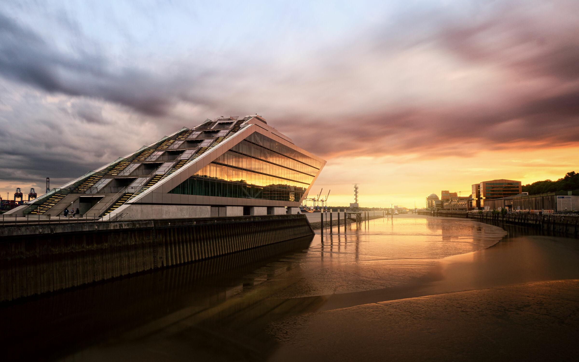 Bild mit Architektur, Gebäude, Städte, Häfen, Schiff, Hafenstadt, Sonnenuntergang/Sonnenaufgang, Hamburg, Dockland