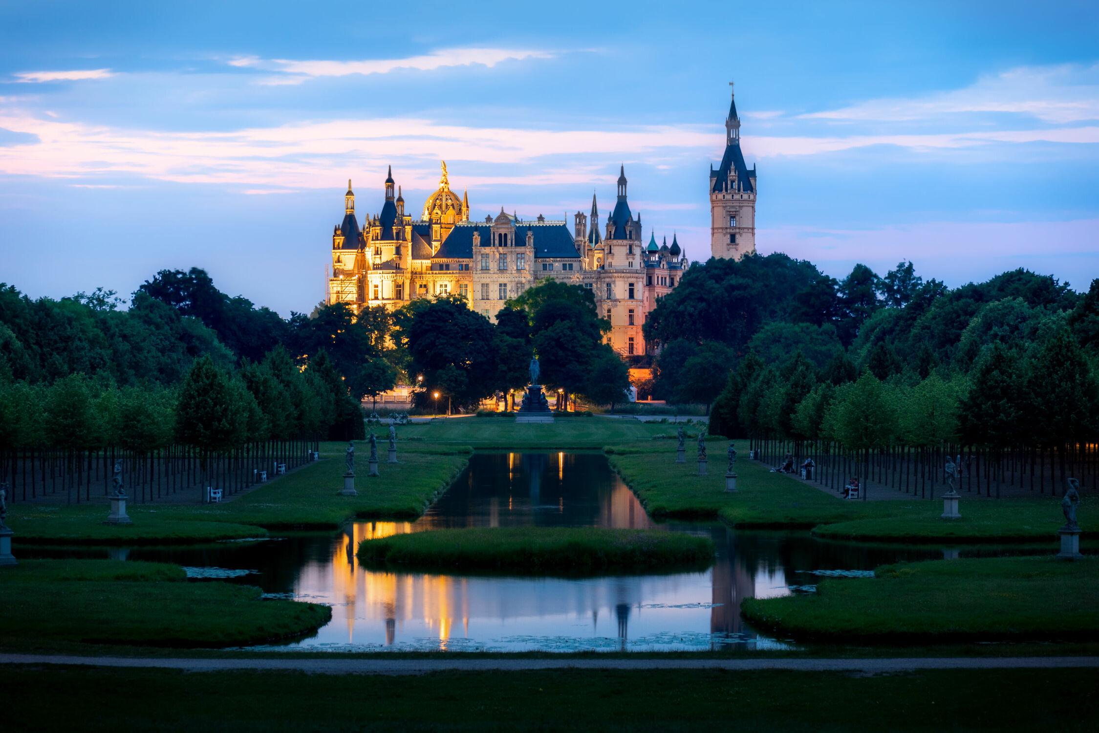Bild mit Wasser, Seen, Gebäude, Schloss, Landschaft, Sonnenuntergang/Sonnenaufgang, Historisch, Geschichte, Schwerin