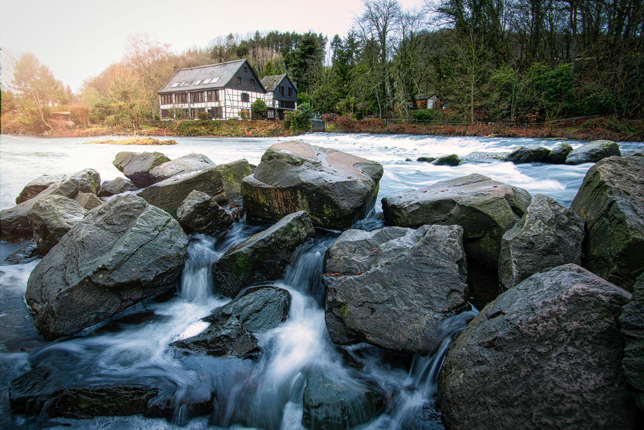 Bild mit Herbst, Haus, Landschaft, Fluss
