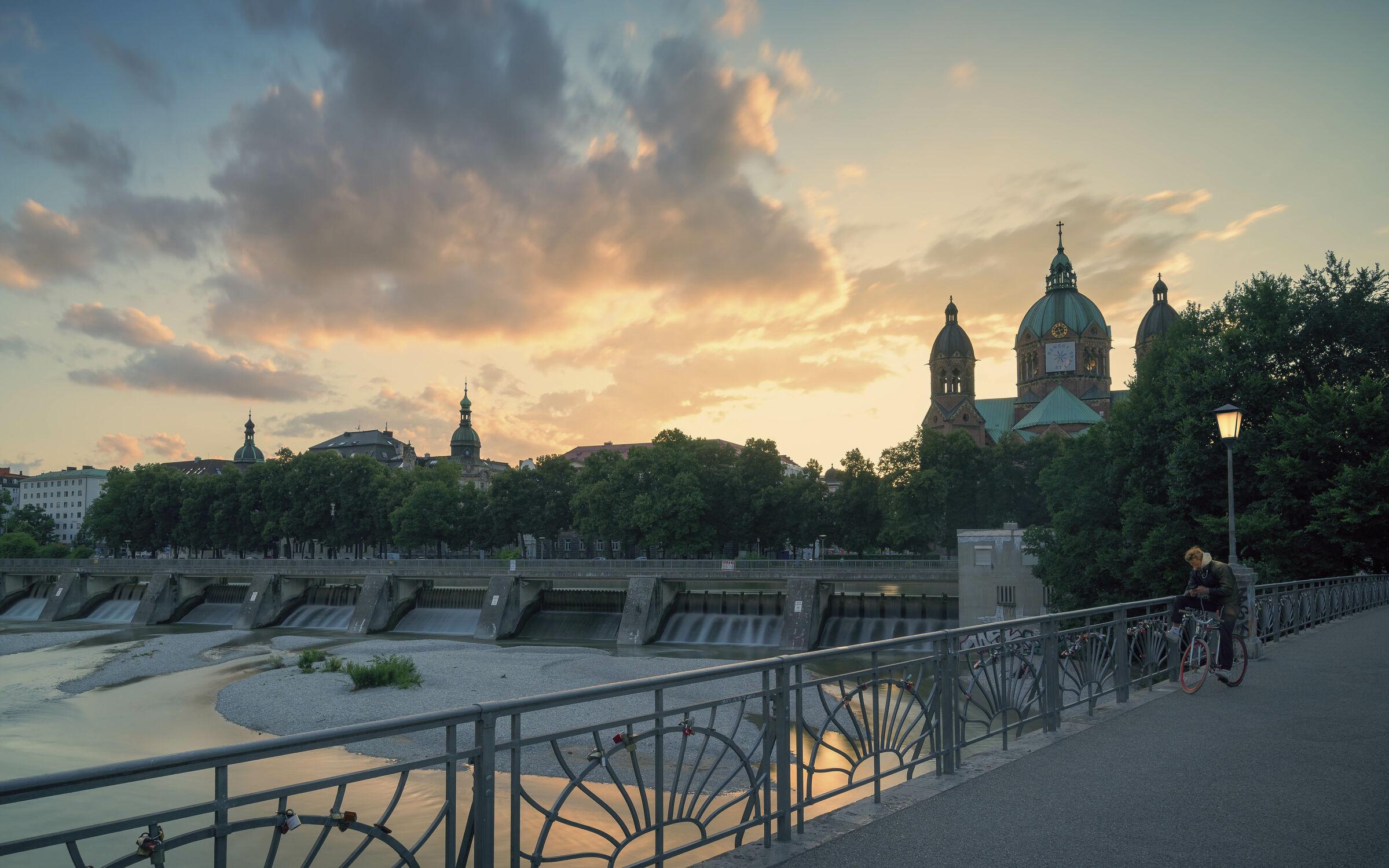Bild mit Sonnenuntergang, Langzeitbelichtung, münchen, cityscape, München 2021, Kabelsteg