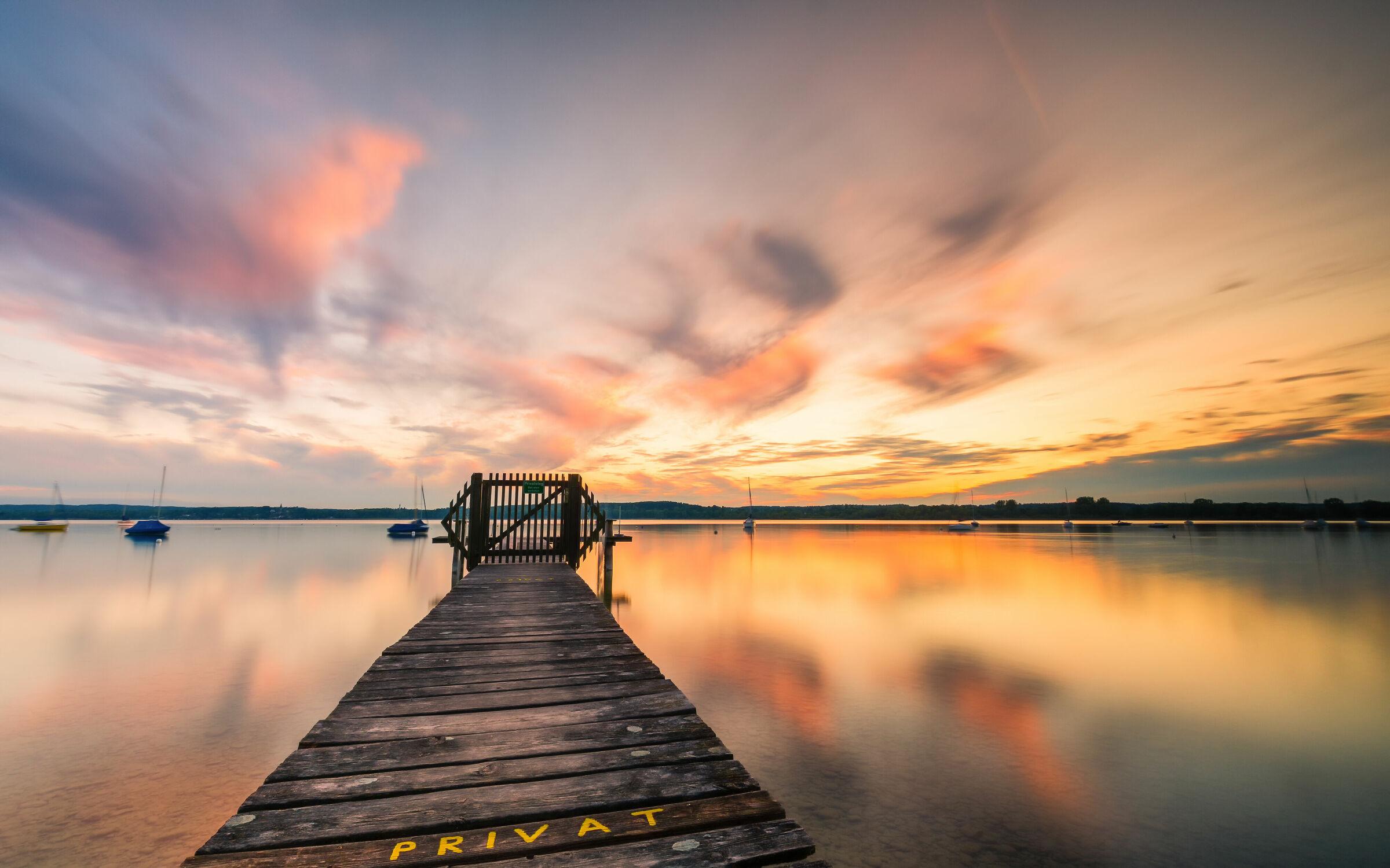 Bild mit Sonnenuntergang, Deutschland, Bootssteg, Langzeitbelichtung, Bayern, Ammersee