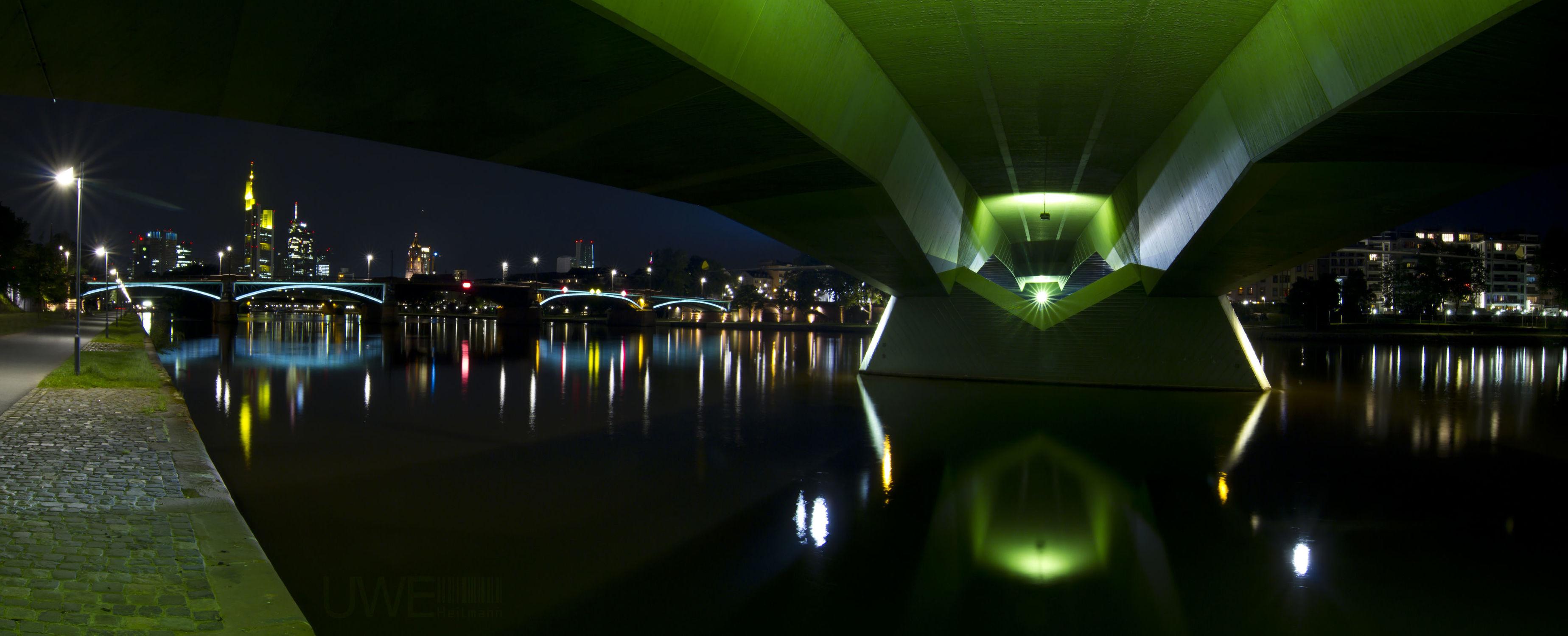Bild mit Skylines & Hochhäuser