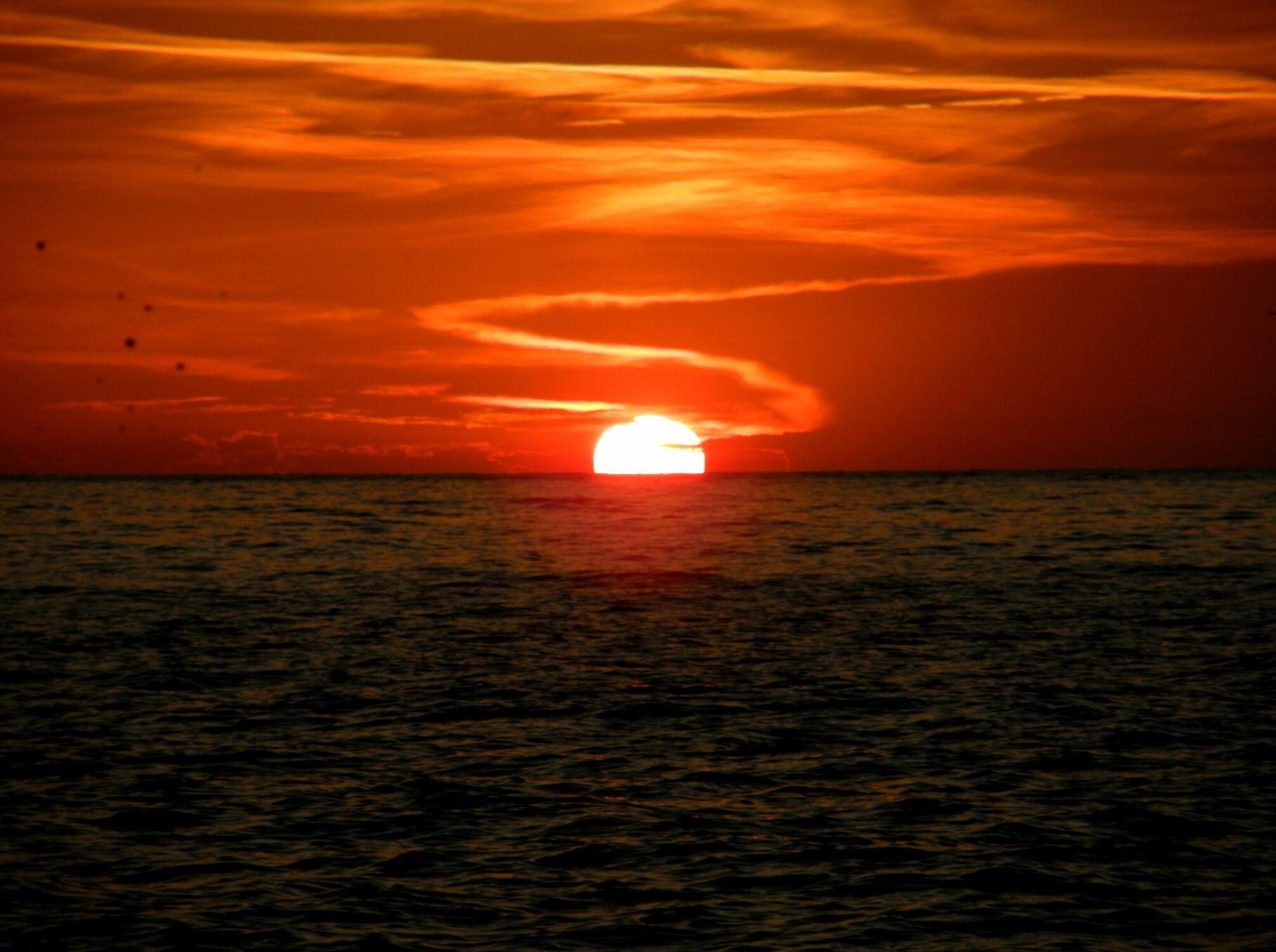 Bild mit Natur, Gewässer, Sonnenuntergang, Sonnenaufgang, Meerblick, Meer, Sunset