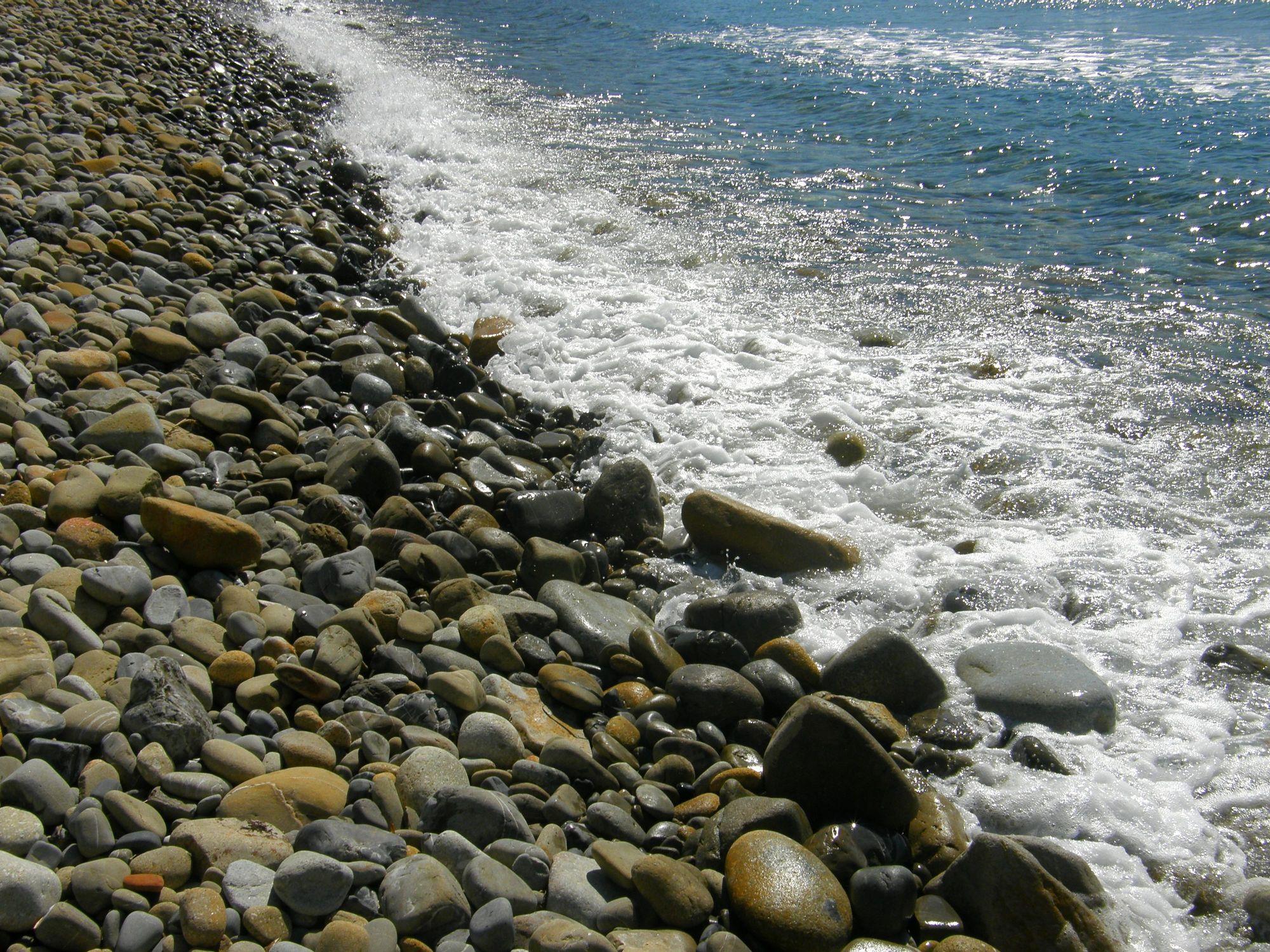 Bild mit Stein, Strand, Meer, Steine, Insel, Steinstrand