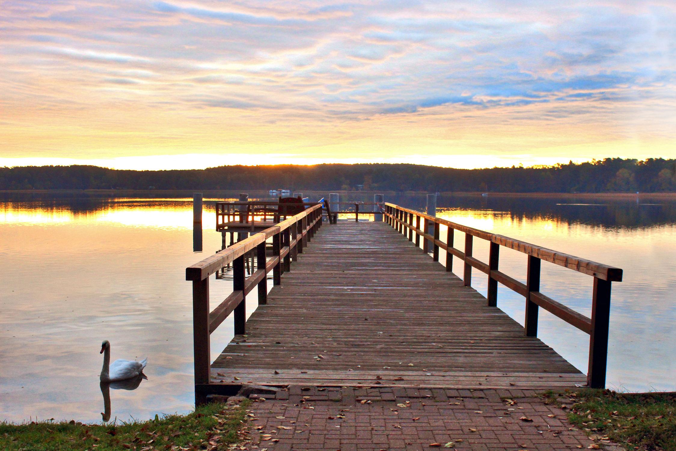Bild mit Gewässer, Sonnenuntergang, Sonnenaufgang, Steg, Seeblick, Holzsteg, See, Scharmützelsee