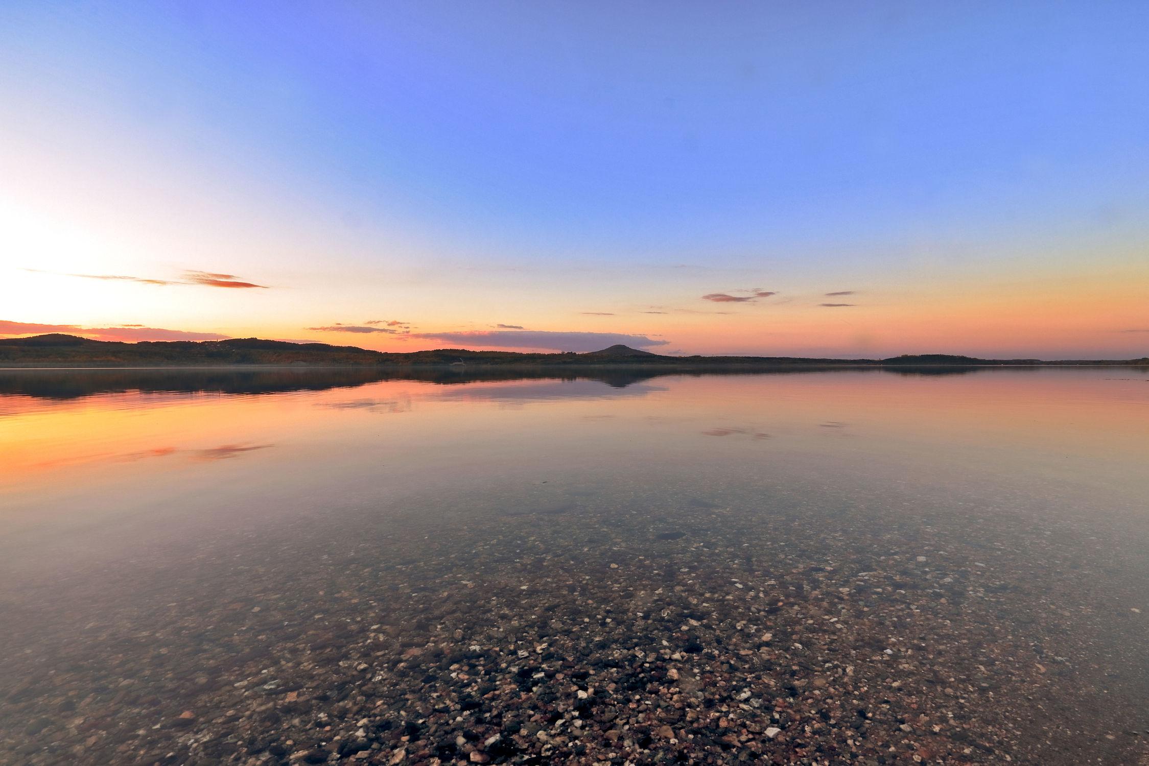 Bild mit Natur, Sonnenuntergang, Sonnenaufgang, Panorama, Landschaft, Sunset, Seeblick, See, Berzdorfer See, Landeskrone, Landschaftspanorama, Sachsen