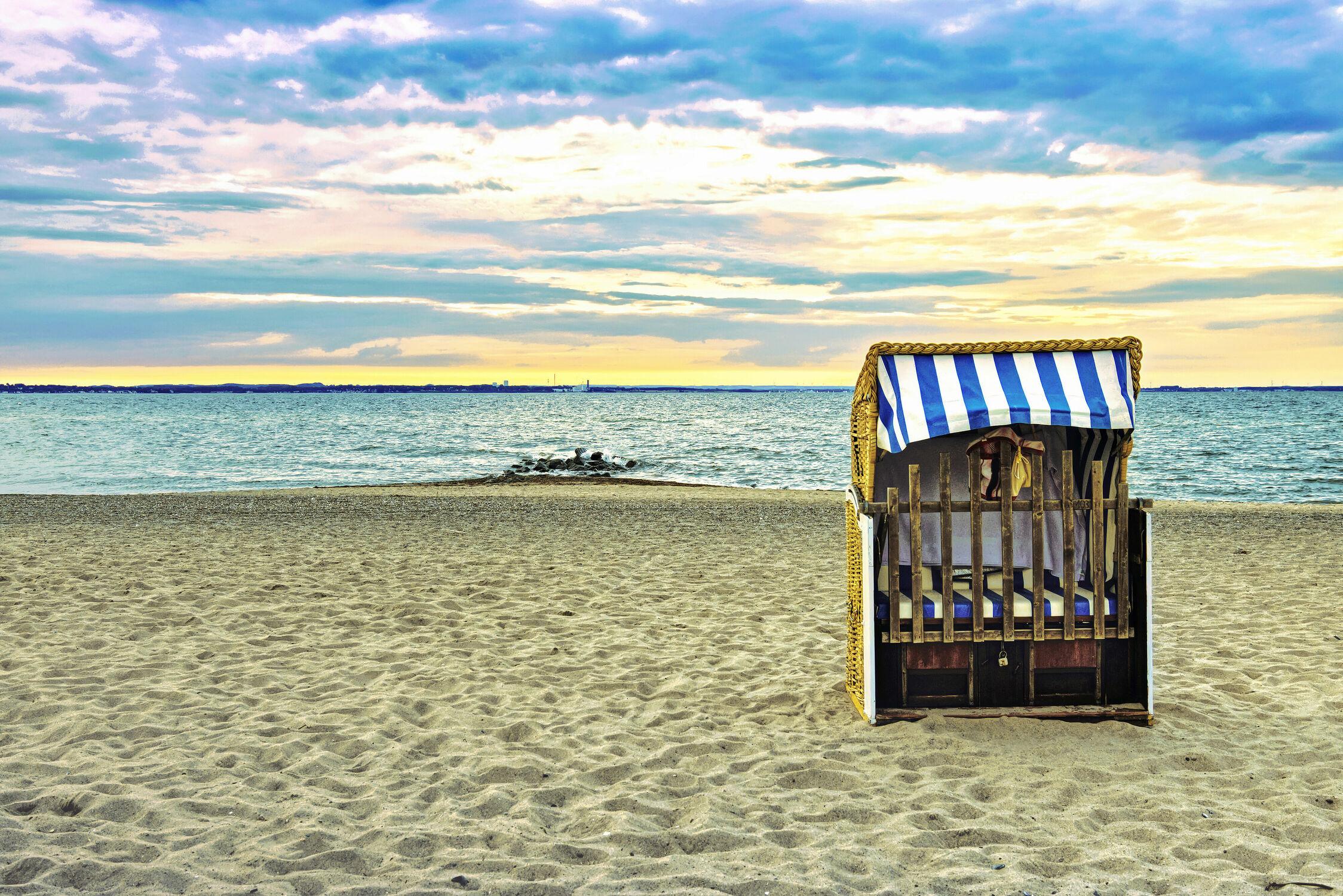 Bild mit Sonnenuntergang, Meerblick, Strandkörbe, Ostsee, Lübecker Bucht, Strandkorb, Sunset, Timmendorfer Strand, Niendorf