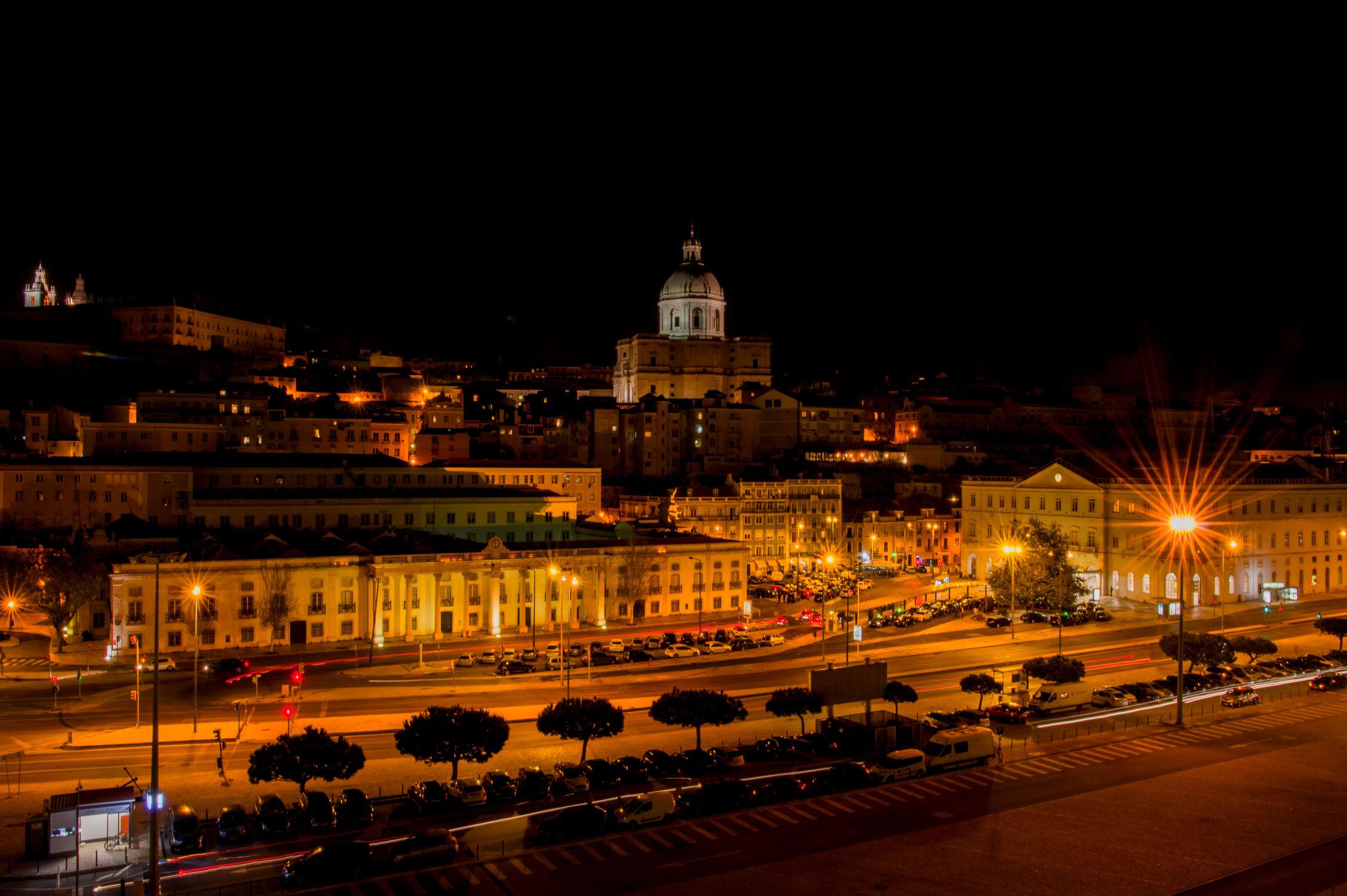 Bild mit Fahrzeuge, Architektur, Häuser, Stadt, City, Europa, Lissabon, Hauptstadt, Portugal