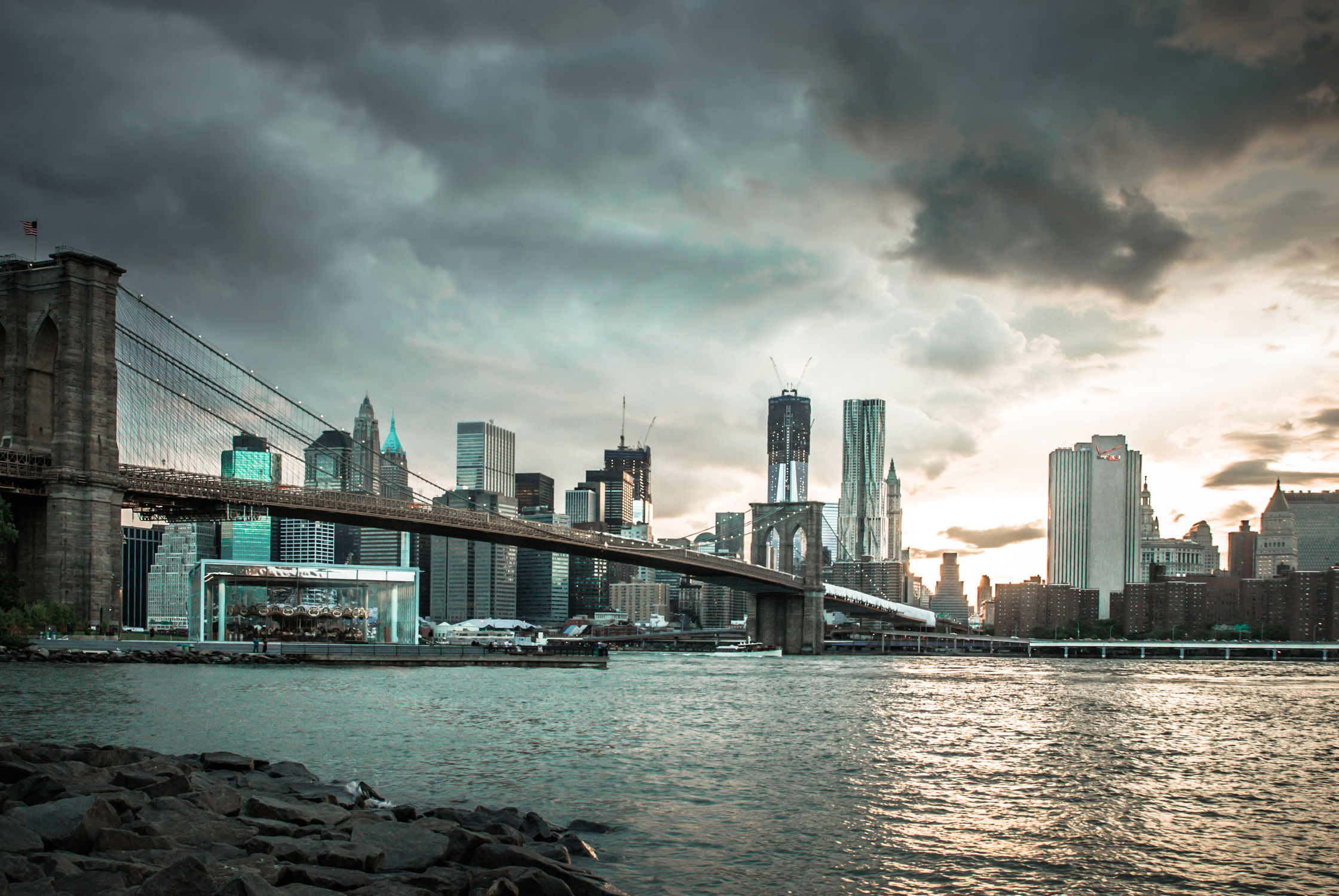 Bild mit Autos, Architektur, Straßen, Stadt, urban, New York, New York, New York, monochrom, Staedte und Architektur, USA, hochhaus, wolkenkratzer, metropole, Straße, Hochhäuser, Manhattan, Brooklyn Bridge, Brooklyn Bridge, Yellow cab, taxi, Taxis, New York City, NYC, Gelbe Taxis, yellow cabs, yellow cabs