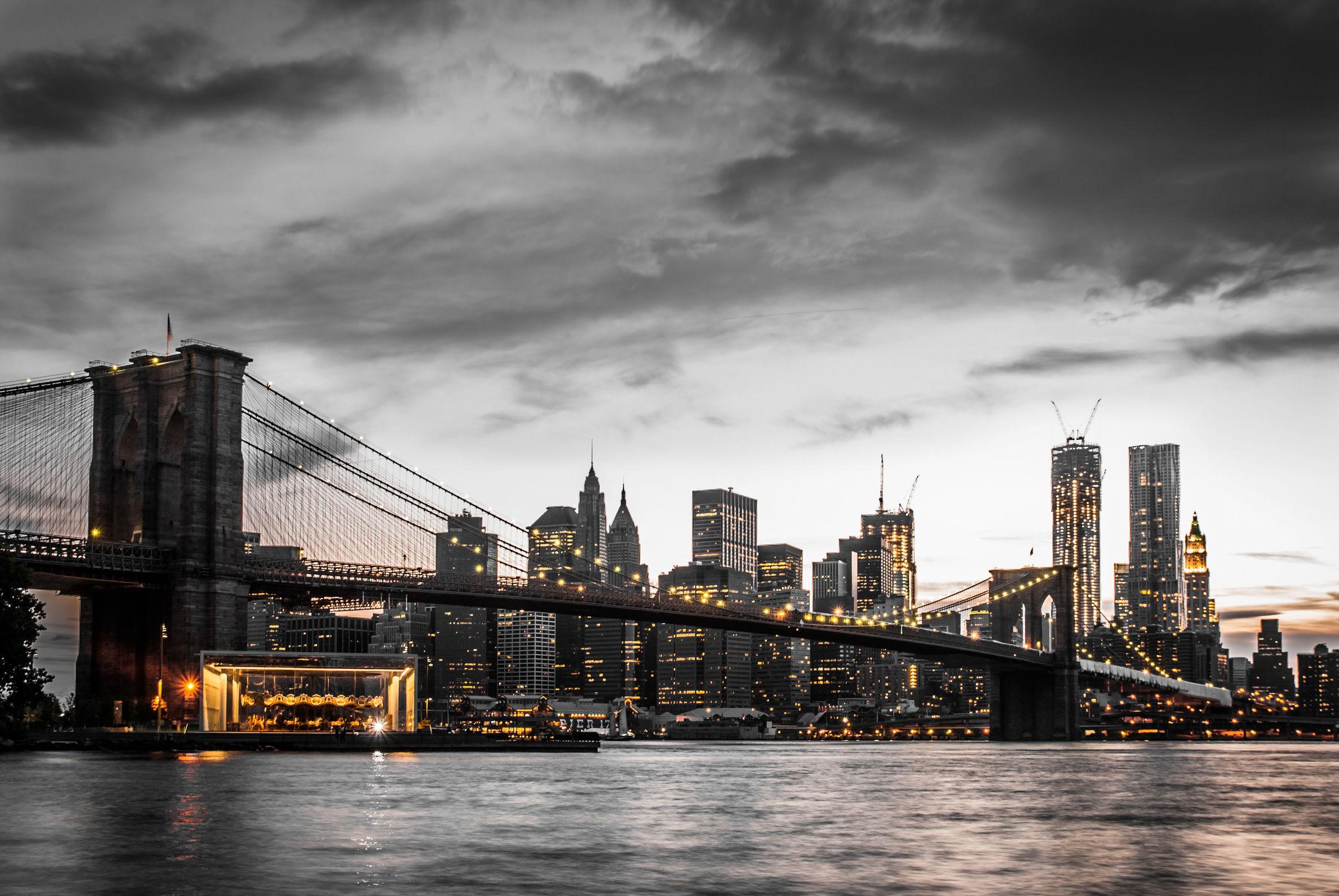 Bild mit Autos, Architektur, Straßen, Stadt, Brücke, urban, New York, New York, New York, monochrom, Staedte und Architektur, USA, schwarz weiß, hochhaus, wolkenkratzer, metropole, Straße, Hochhäuser, SW, Manhattan, Brooklyn Bridge, Brooklyn Bridge, Yellow cab, taxi, Taxis, New York City, NYC, Gelbe Taxis, yellow cabs, yellow cabs, bridge