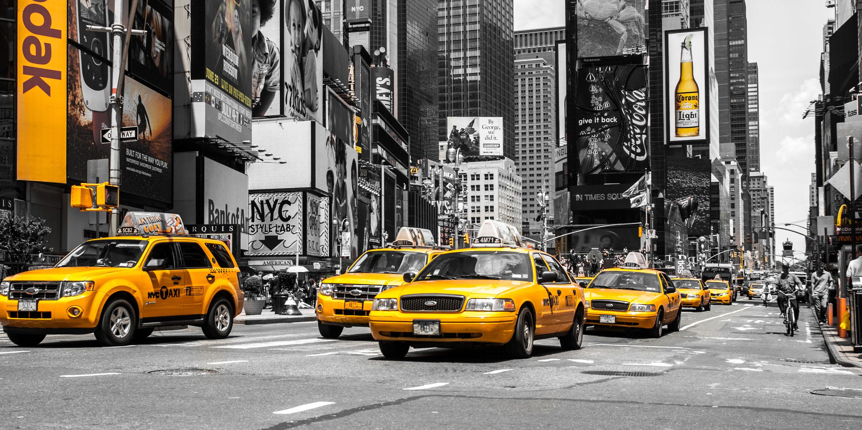 Bild mit Autos, Architektur, Straßen, Stadt, urban, New York, New York, monochrom, Colorkey, Staedte und Architektur, USA, schwarz weiß, hochhaus, wolkenkratzer, metropole, Straße, Hochhäuser, SW, Manhattan, Brooklyn Bridge, Yellow cab, taxi, Taxis, New York City, NYC, Gelbe Taxis, yellow cabs, Times Square, cabs
