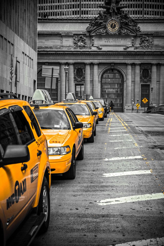 Bild mit Autos, Architektur, Straßen, Stadt, urban, New York, New York, monochrom, Staedte und Architektur, USA, schwarz weiß, hochhaus, wolkenkratzer, metropole, Straße, Hochhäuser, SW, Manhattan, Brooklyn Bridge, Yellow cab, taxi, Taxis, New York City, NYC, Gelbe Taxis, yellow cabs, 1st Ave, Times Square, high tower, big apple, traffic