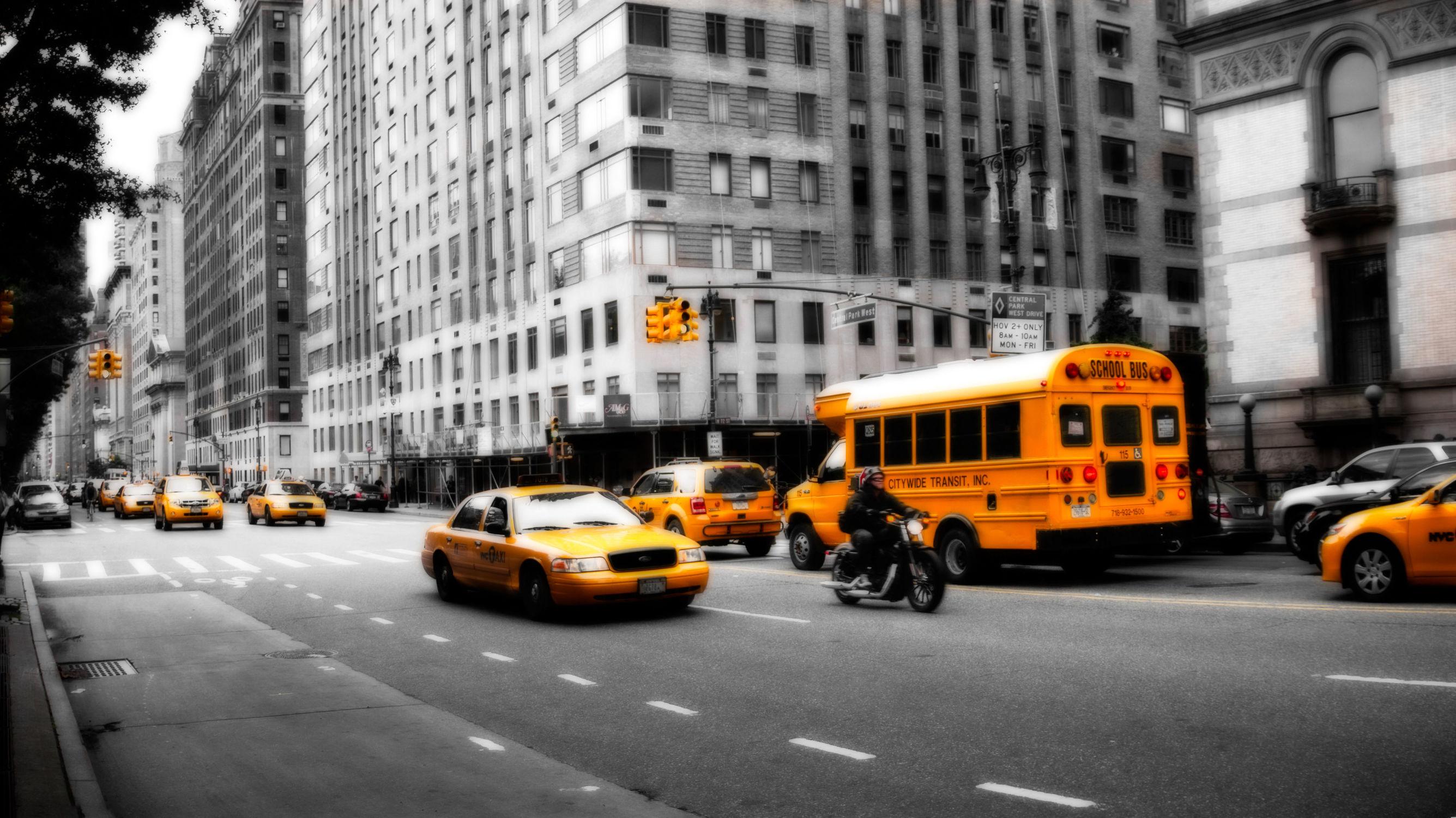 Bild mit Autos, Architektur, Straßen, Panorama, Stadt, clouds, Nature, urban, urban, New York, New York, New York, monochrom, City, Staedte und Architektur, USA, USA, schwarz weiß, hochhaus, wolkenkratzer, metropole, metropole, Straße, island, Hochhäuser, rainbow, SW, street, Manhattan, Manhattan, Brooklyn Bridge, Yellow cab, taxi, Taxis, New York City, NYC, NYC, Gelbe Taxis, yellow cabs, high tower, big apple, empire state building, one world trade center, skyscraper, skyscraper, birds view, high towers, rain, rainy, storm, thunder
