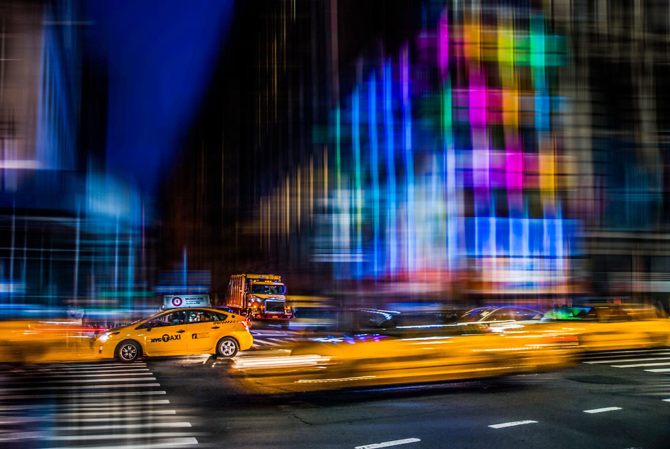 Bild mit Autos, Architektur, Straßen, Panorama, Stadt, Abstrakt, urban, New York, monochrom, Staedte und Architektur, USA, hochhaus, wolkenkratzer, metropole, Straße, island, Hochhäuser, Manhattan, Brooklyn Bridge, Yellow cab, taxi, Taxis, New York City, NYC, Gelbe Taxis, yellow cabs, empire state building, one world trade center, skyscraper