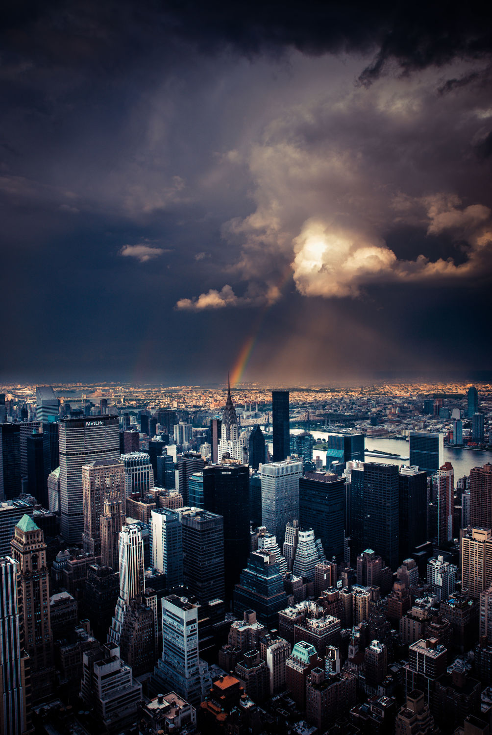 Bild mit Autos, Architektur, Straßen, Panorama, Stadt, clouds, Nature, urban, New York, monochrom, City, Staedte und Architektur, USA, VINTAGE, hochhaus, wolkenkratzer, metropole, Straße, island, Hochhäuser, rainbow, street, Manhattan, Brooklyn Bridge, Yellow cab, taxi, Taxis, New York City, NYC, NYC, Gelbe Taxis, yellow cabs, Manhatten, high tower, big apple, empire state building, one world trade center, skyscraper, skyscraper, birds view, high towers, rain, rainy, storm, thunder