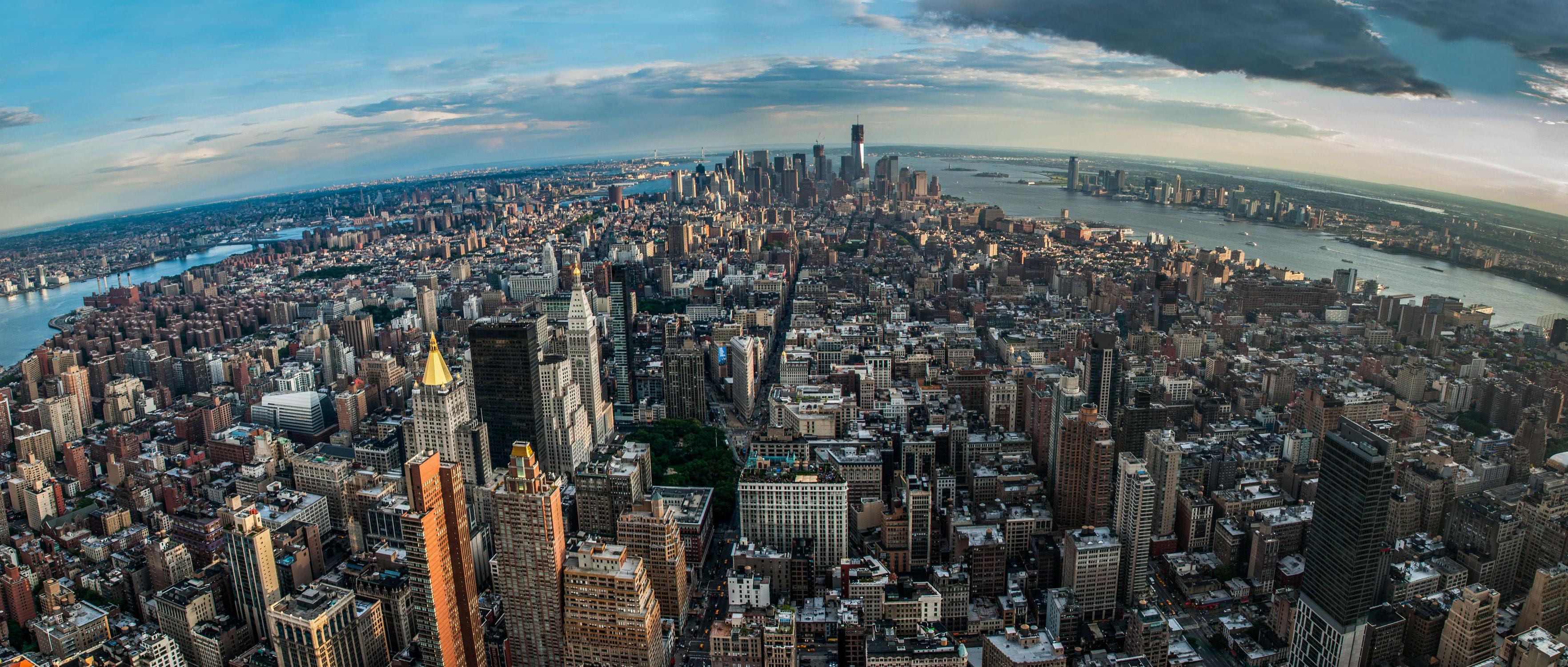 Bild mit Autos, Architektur, Straßen, Panorama, Stadt, urban, New York, New York, monochrom, Staedte und Architektur, USA, hochhaus, wolkenkratzer, metropole, Straße, Hochhäuser, Manhattan, Brooklyn Bridge, Yellow cab, taxi, Taxis, New York City, NYC, Gelbe Taxis, yellow cabs, big apple, cabs, one world trade center, rain, storm, hudson