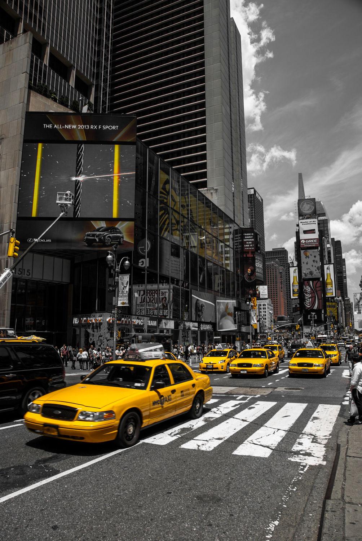 Bild mit Autos, Architektur, Straßen, Stadt, urban, New York, New York, monochrom, Staedte und Architektur, USA, schwarz weiß, hochhaus, wolkenkratzer, metropole, Straße, Hochhäuser, SW, Manhattan, Brooklyn Bridge, Yellow cab, taxi, Taxis, New York City, NYC, Gelbe Taxis, yellow cabs, cabs