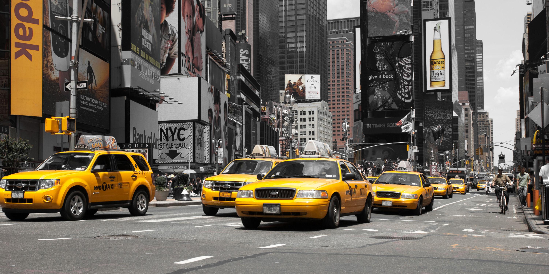 Bild mit Autos, Architektur, Straßen, Stadt, urban, New York, New York, monochrom, Staedte und Architektur, USA, schwarz weiß, hochhaus, wolkenkratzer, metropole, Straße, Auto, Hochhäuser, SW, street, Manhattan, Brooklyn Bridge, Yellow cab, taxi, Taxis, New York City, NYC, Gelbe Taxis, yellow cabs, Times Square, car, cars