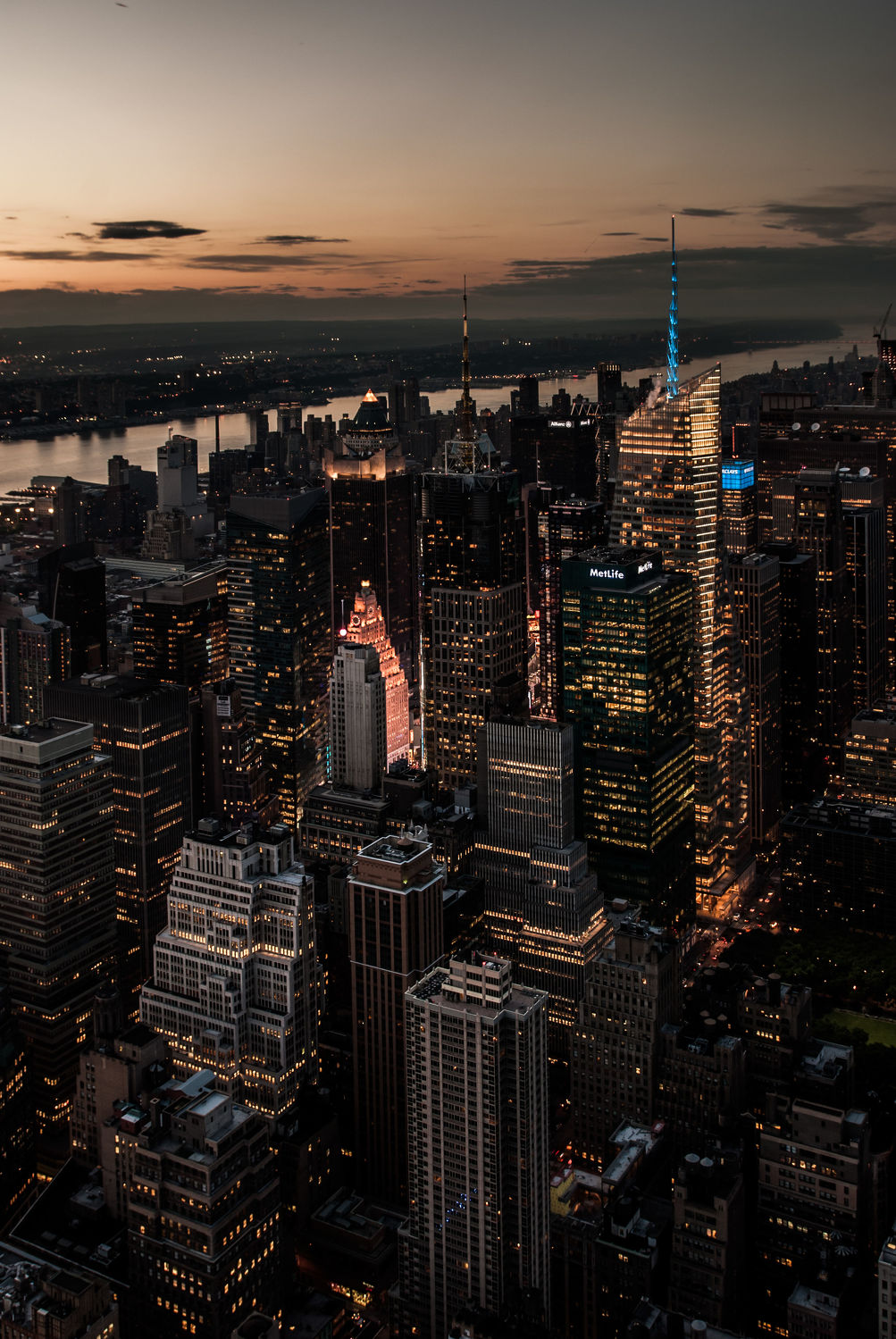 Bild mit Autos, Architektur, Straßen, Stadt, urban, New York, New York, monochrom, Staedte und Architektur, USA, schwarz weiß, hochhaus, wolkenkratzer, metropole, Straße, Hochhäuser, SW, Manhattan, Brooklyn Bridge, Yellow cab, taxi, Taxis, New York City, NYC, Gelbe Taxis, yellow cabs, 1st Ave, Times Square, high tower, big apple, big apple, traffic
