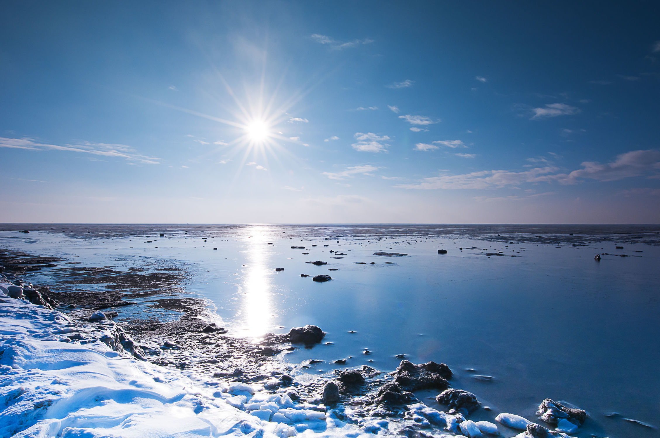 Bild mit Natur, Landschaften, Himmel, Winter, Winter, Schnee, Schnee, Eis, Strände, Strand, Meer, Weg, Landschaft, Weihnachten, winterlandschaft, winterlandschaft, Winterlandschaften, Am Meer, Winterbilder, Kälte, Frost, Frost, Winterbild, winterwunder