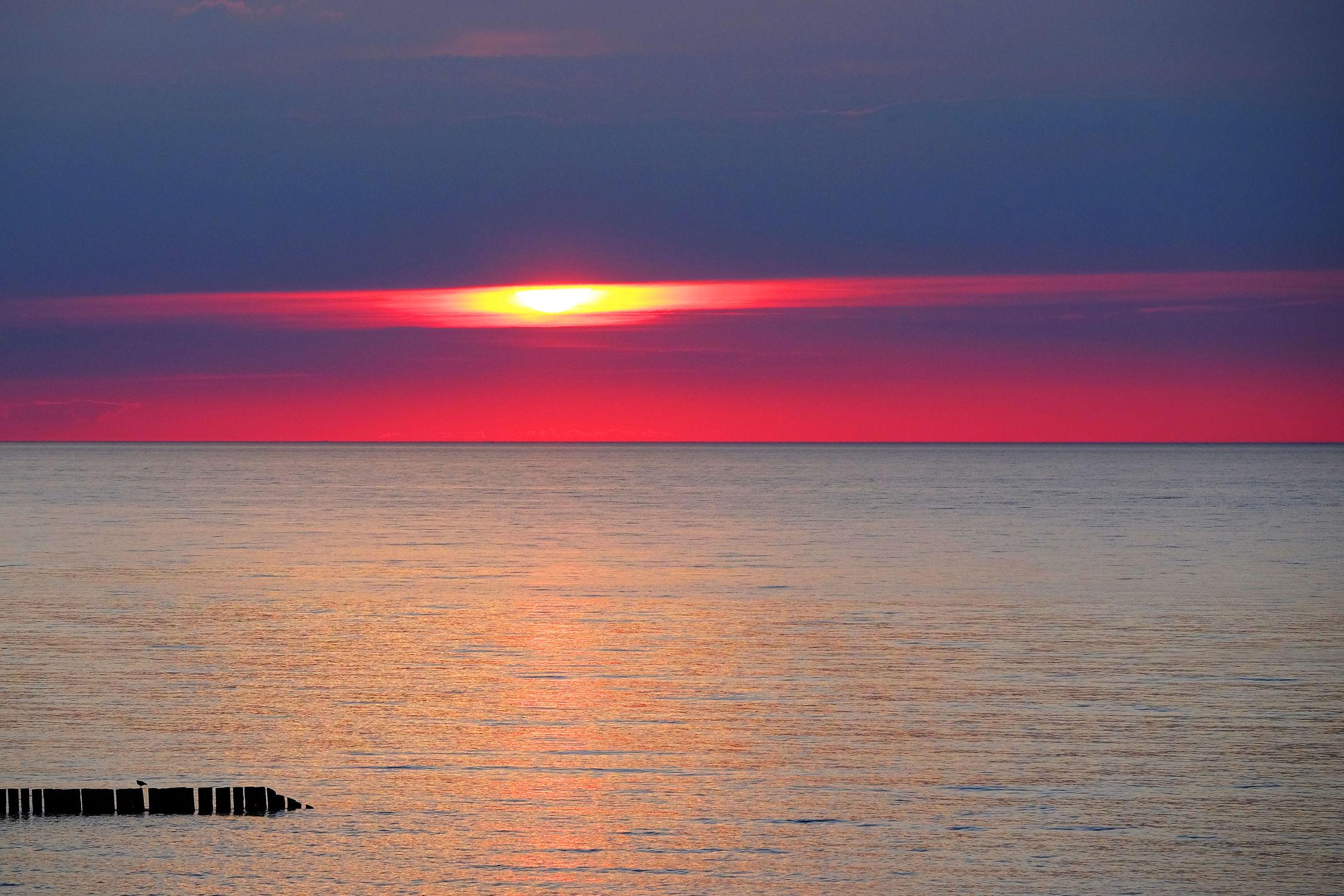 Bild mit Wolken, Rot, Urlaub, Blau, Sonne, Sonne, Meerblick, Ostsee, Meer, Nordsee, Reisen, Abend, Ausspannen, Geniessen, Idylle, Abendidylle, Ostfriesische_ Inseln