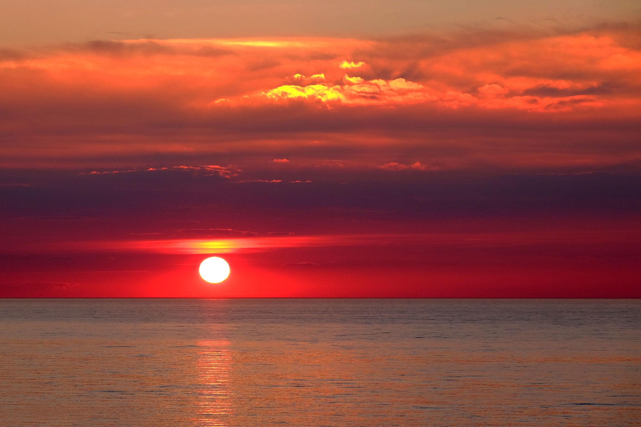 Bild mit Wolken, Rot, Urlaub, Blau, Sonne, Sonne, Meerblick, Ostsee, Meer, Nordsee, Reisen, Ostfriesische Inseln, Abend, Ausspannen, Geniessen, Idylle, Abendidylle