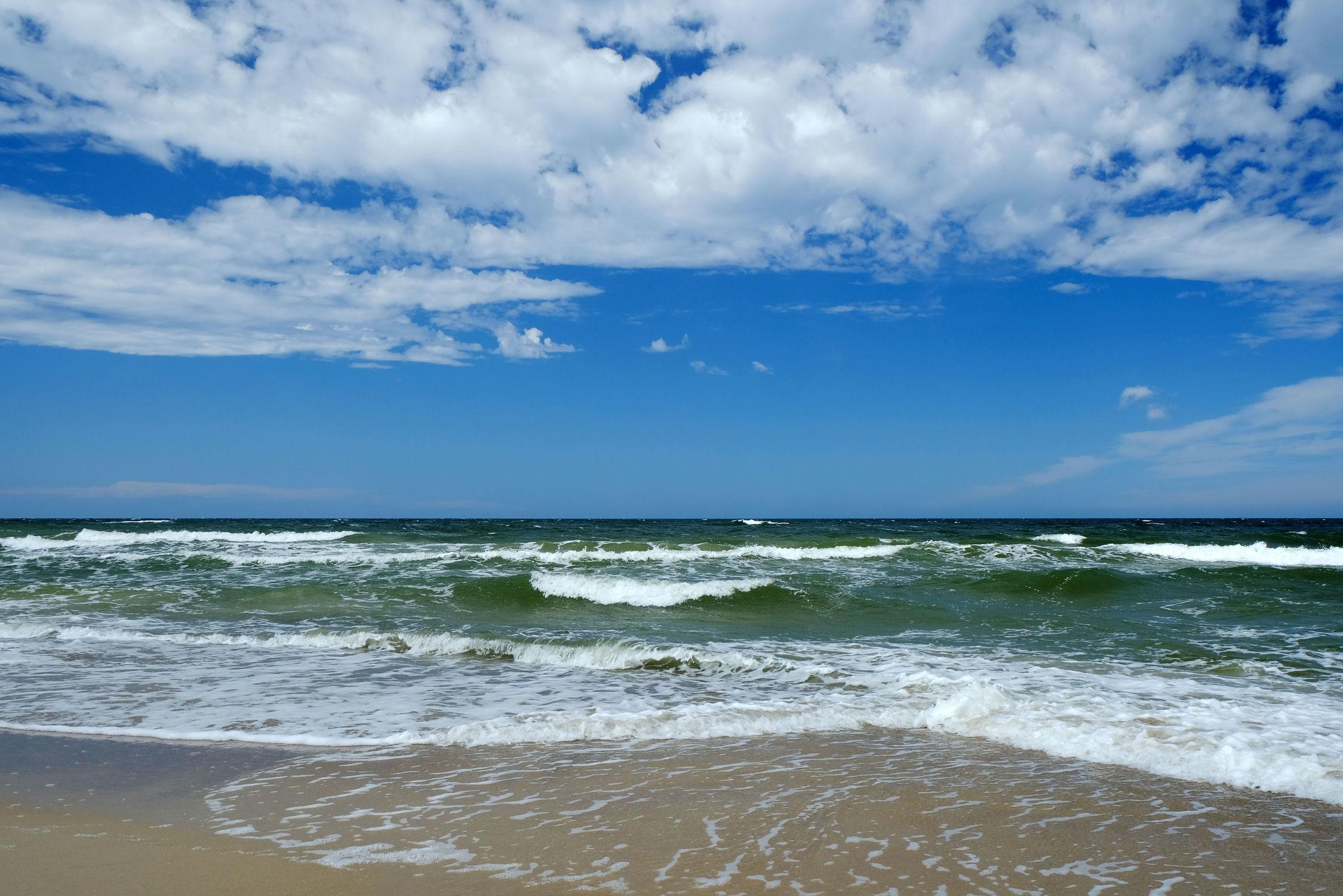 Bild mit Himmel, Wolken, Sand, Urlaub, Sommer, Inseln, Strand, Ostsee, Meer, Nordsee, See, Ostfriesische Inseln, Wärme, Ausspannen, Relaxen
