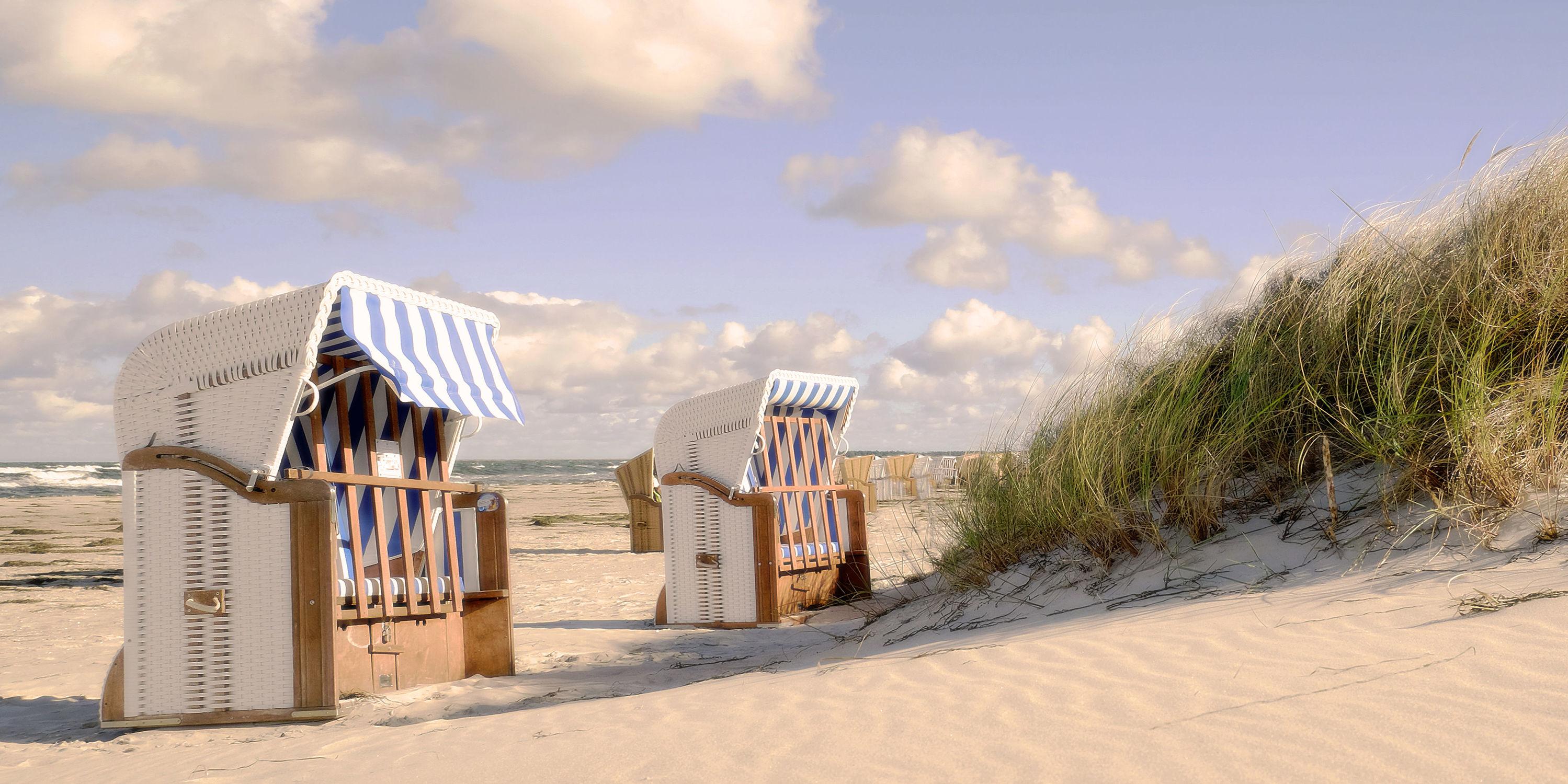 Bild mit Herbst, Strände, Urlaub, Strand, Strandkörbe, Ostsee, Meer, Dünen, Küste, Ostfriesische Inseln, Sonnenlicht, Ausspannen, Abendsonnenlicht
