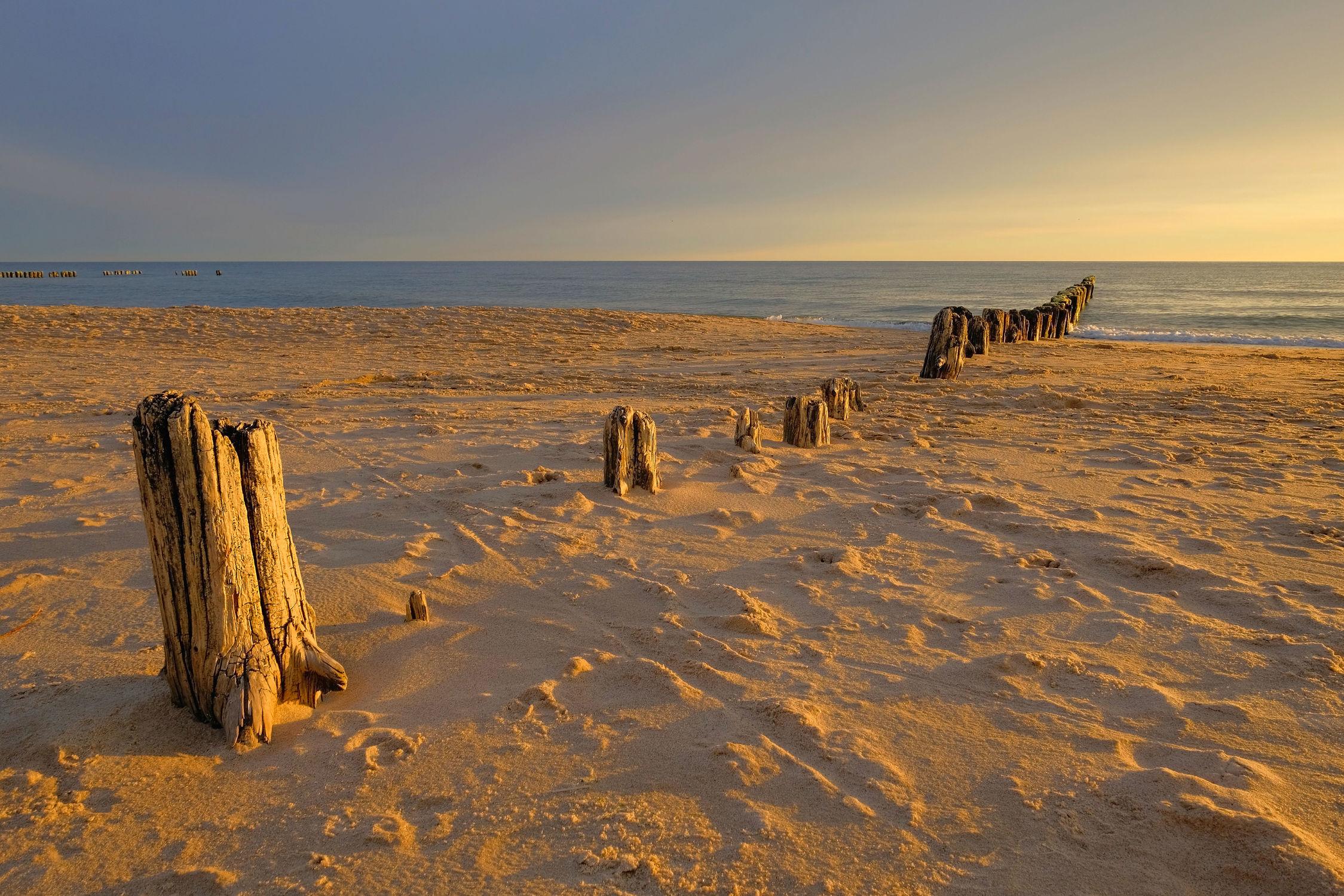 Bild mit Himmel, Sonnenuntergang, Sonnenaufgang, Sonne, Strand, Meerblick, Meer, Küste, Am Meer, Abendsonne, Buhnen, Abendidylle