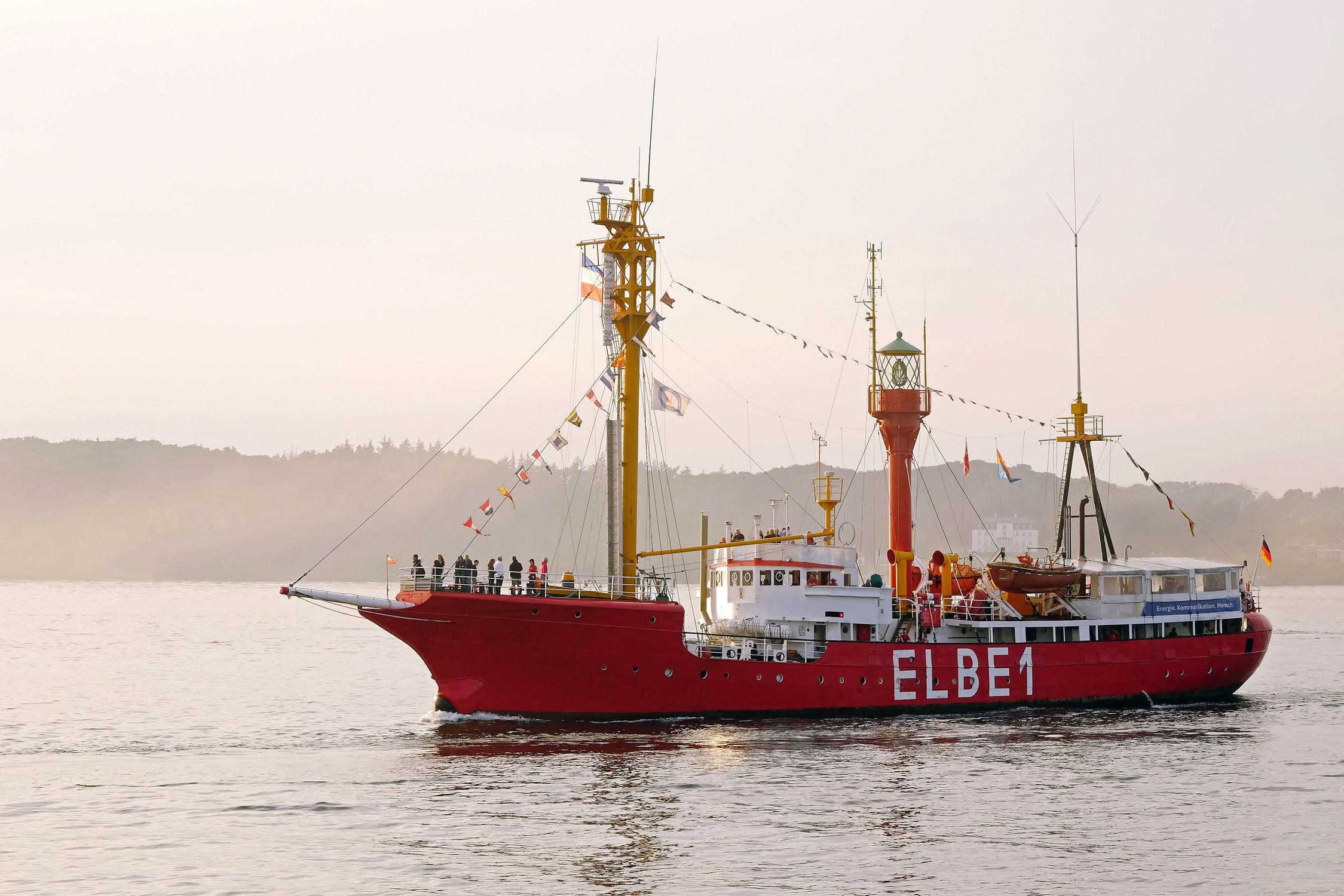 Bild mit Sonnenuntergang, 1, Feuerschiff, Elbe, Abendstimmung, Rückkehr, Feuerschiffe