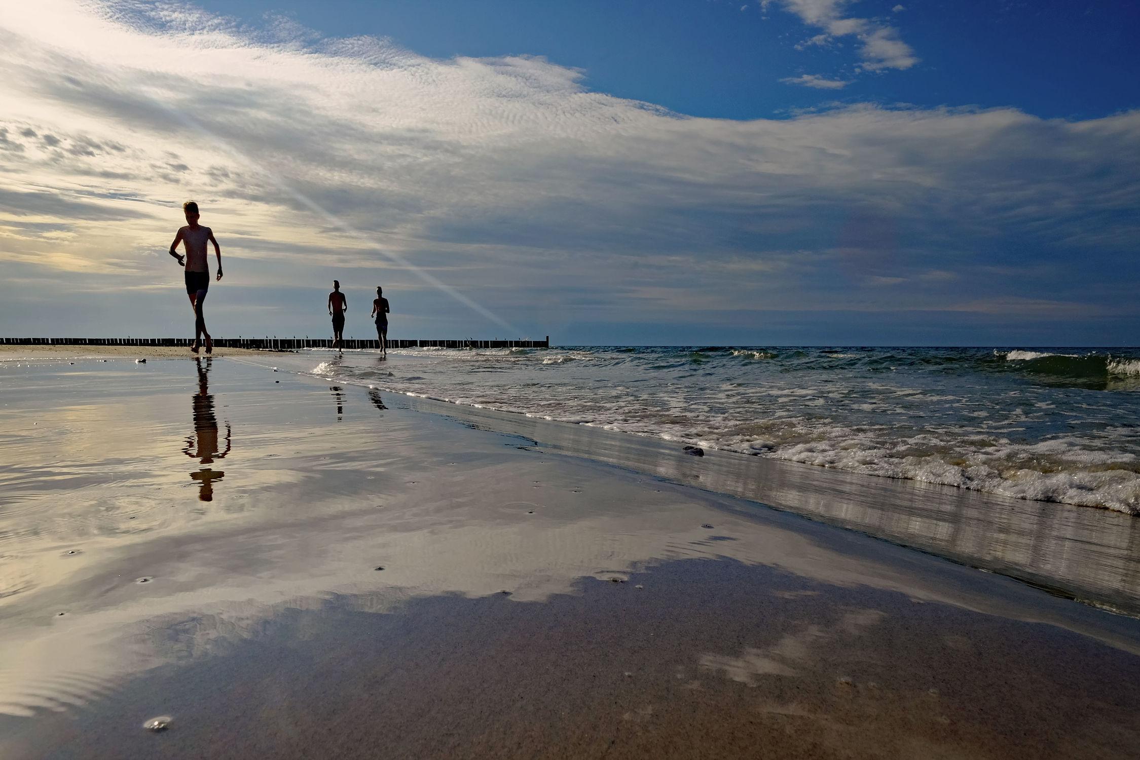 Bild mit Himmel, Sonnenuntergang, Strand, Ostsee, Abend, Polen, Strand. Meer, Läufer, Geher, Sportler