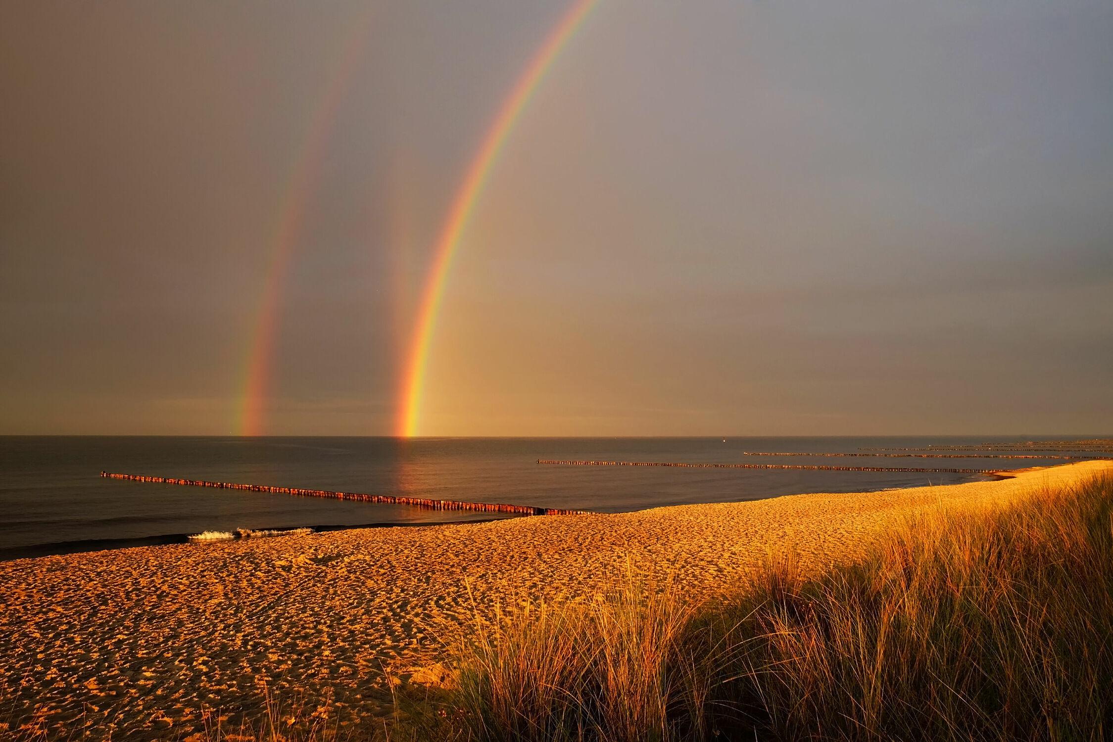 Bild mit Himmel, Wolken, Strände, Sonnenuntergang, Urlaub, Strand, Ostsee, Meer, Regenbögen, Küste, Reisen, Regen, Ausspannen, Geniessen, Naturschauspiel