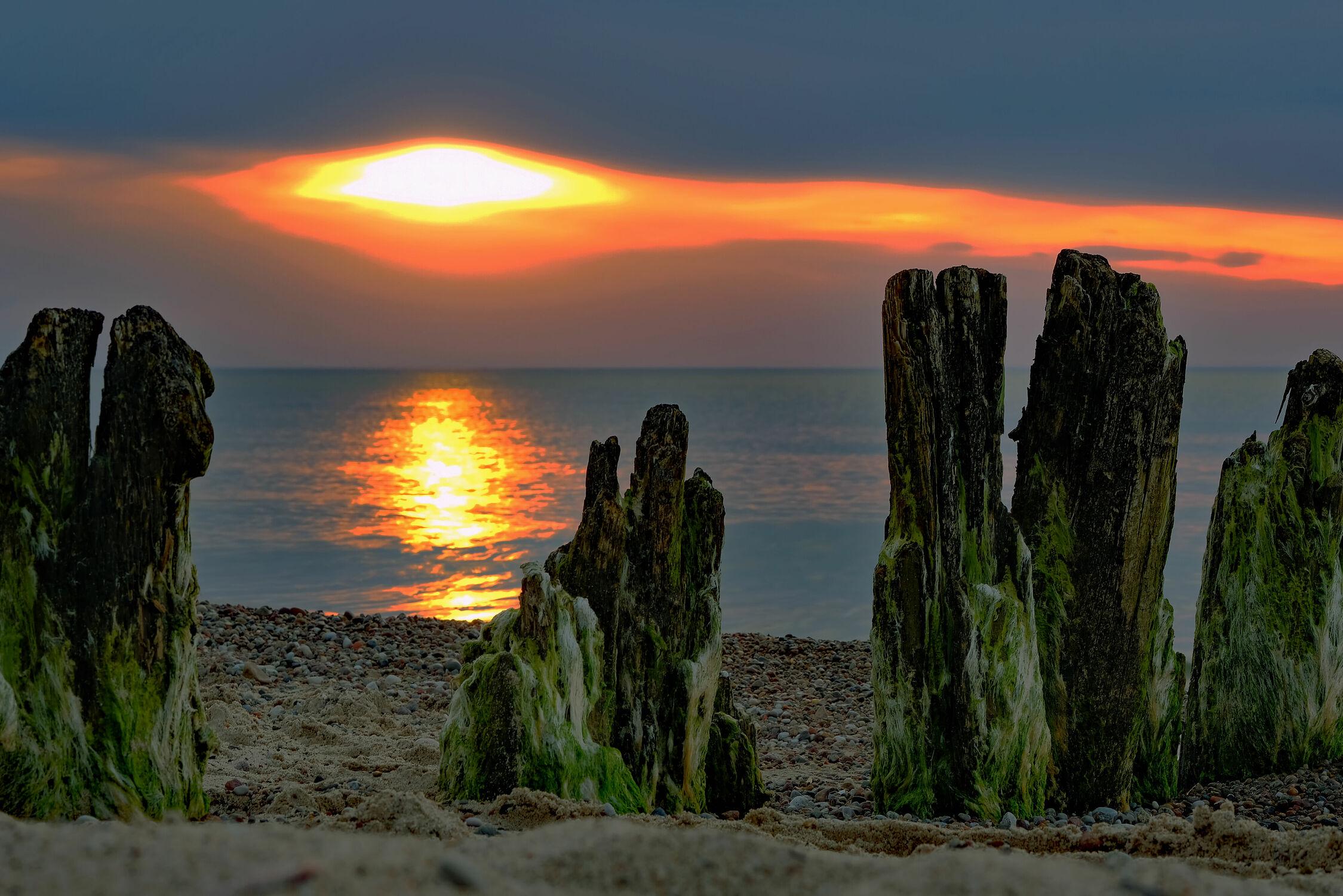 Bild mit Himmel, Wolken, Sonnenuntergang, Küste, Buhnen