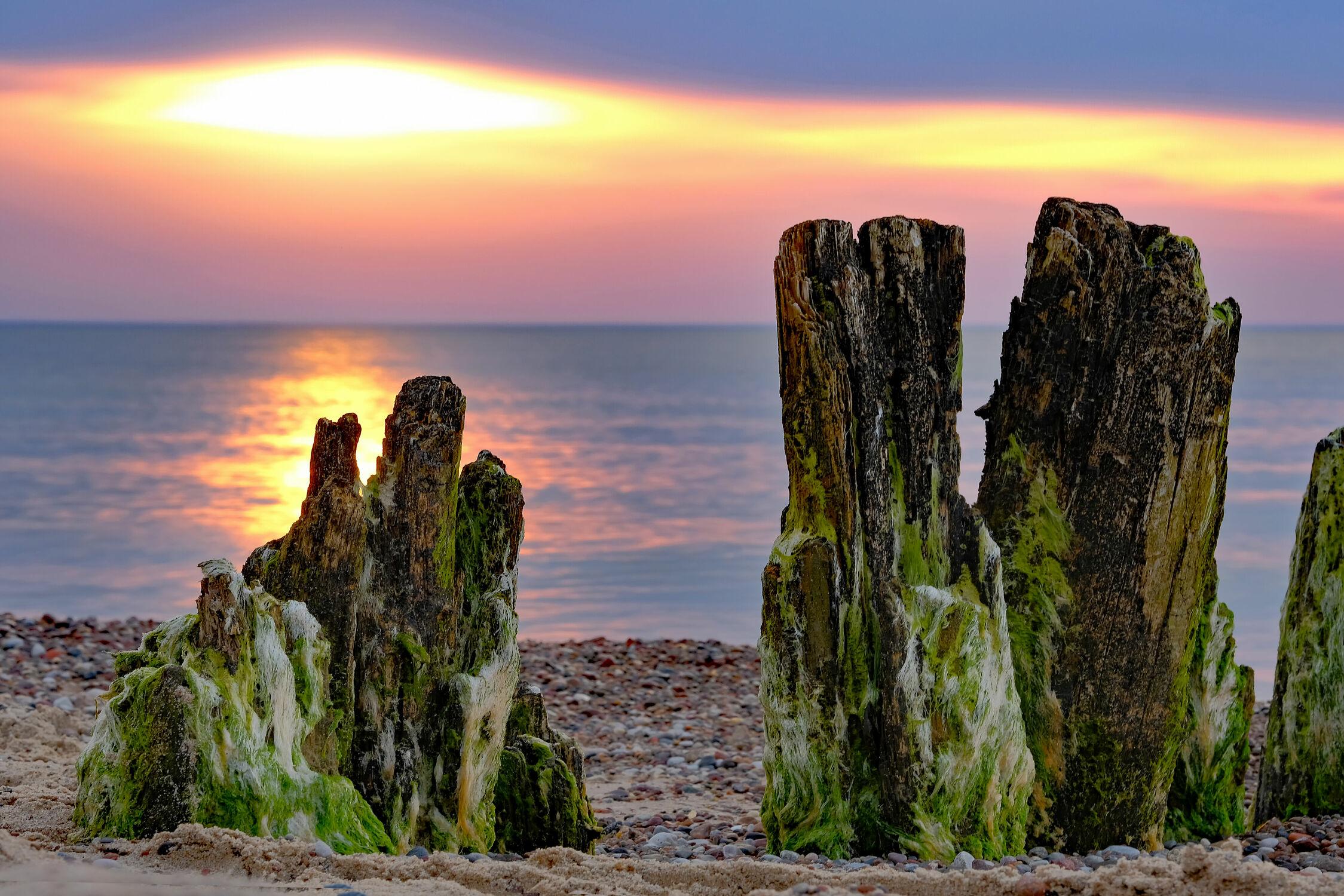 Bild mit Himmel, Sand, Sonnenuntergang, Sonne, Kies, Strand, Gegenlicht, Küste, Ausspannen, Buhnen