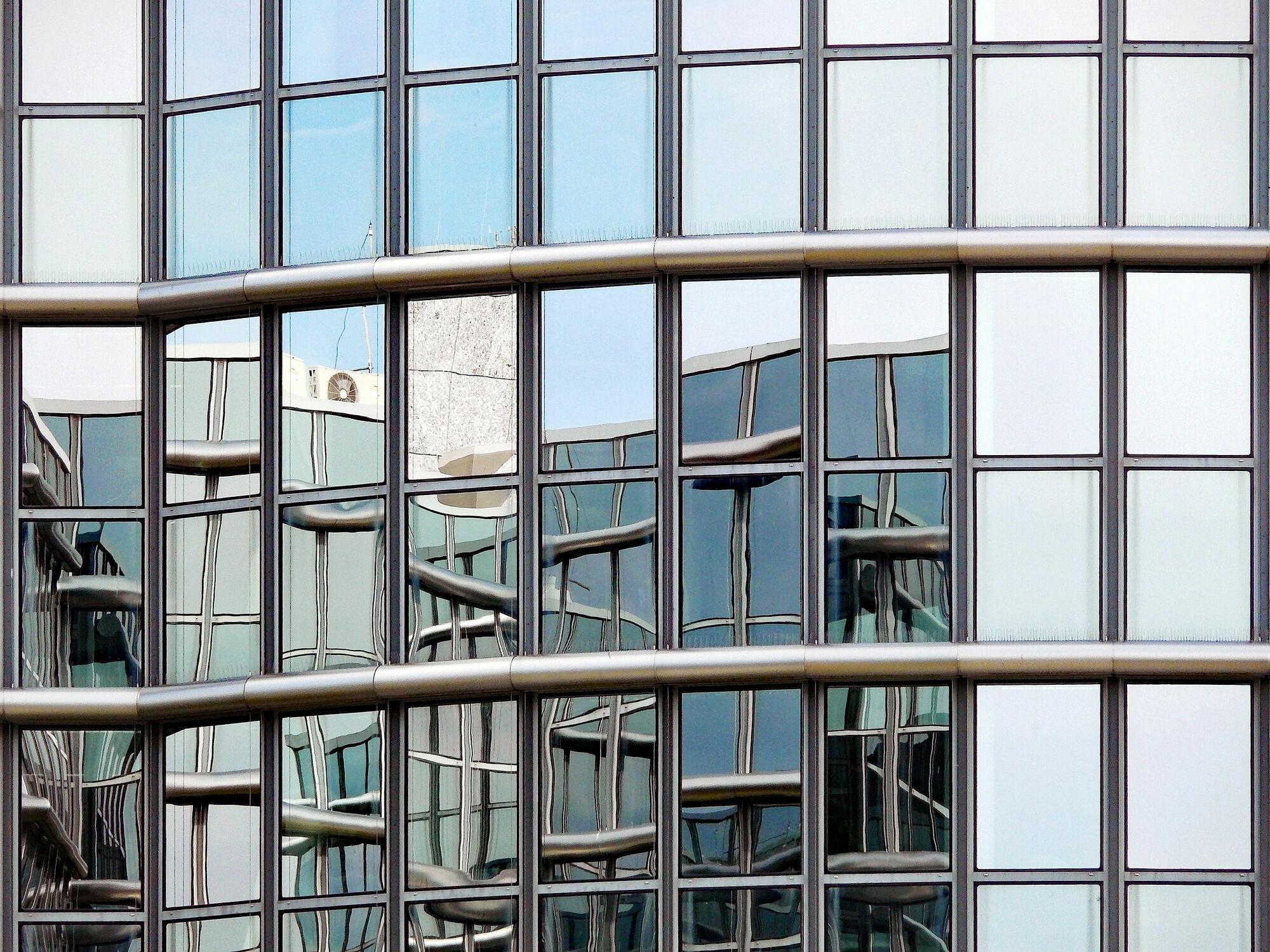 Bild mit Spiegelungen, Hamburg, HH, Fensterfront, Hansesstadt