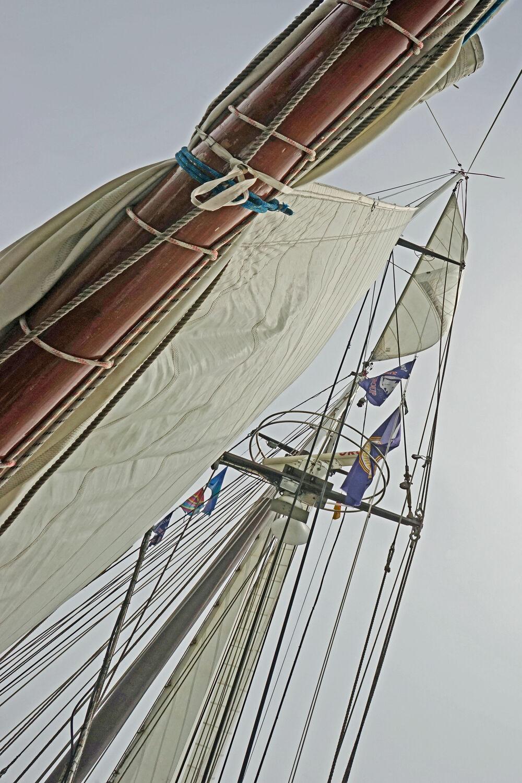 Bild mit Himmel, Meer, Segelschiff, Ausspannen, Wind, Segel, Segler, Masten, Seile, Takelage