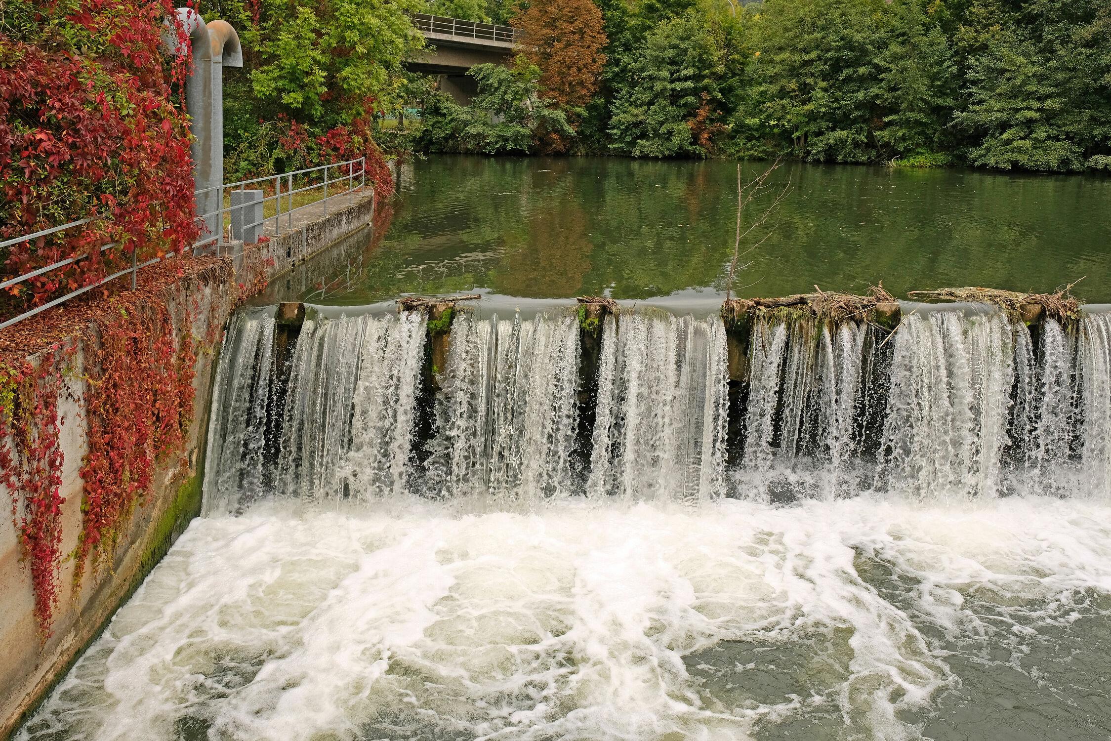 Bild mit Wasser, Wasserfall, Bad Kissingen, Wehr, Stauwerk