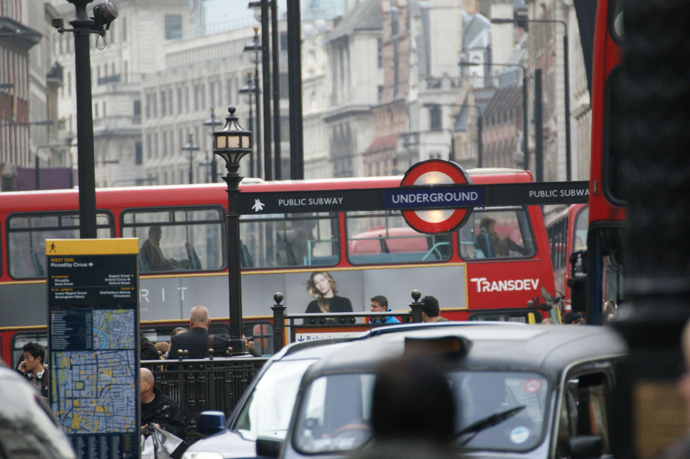 Bild mit London, Stadt, City of London, City, Verkehr, Stadtleben, Grossstadt, traffic, London Underground, Stadtverkehr