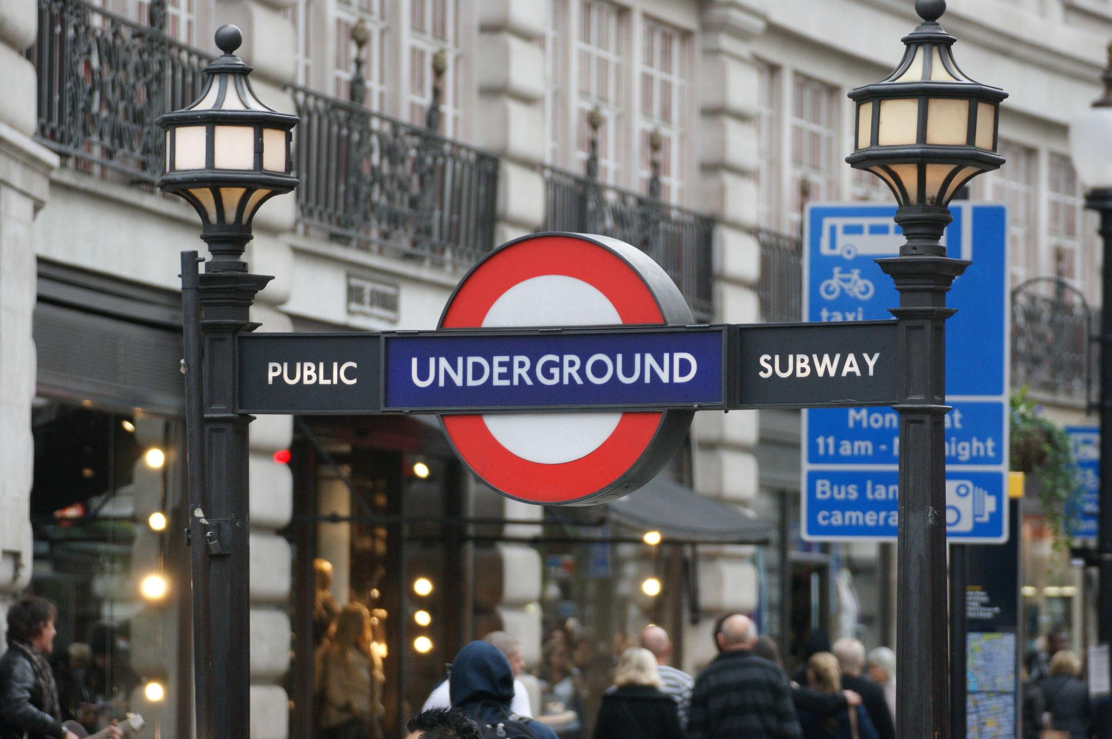 Bild mit London, subway, London Underground, sign, U Bahn