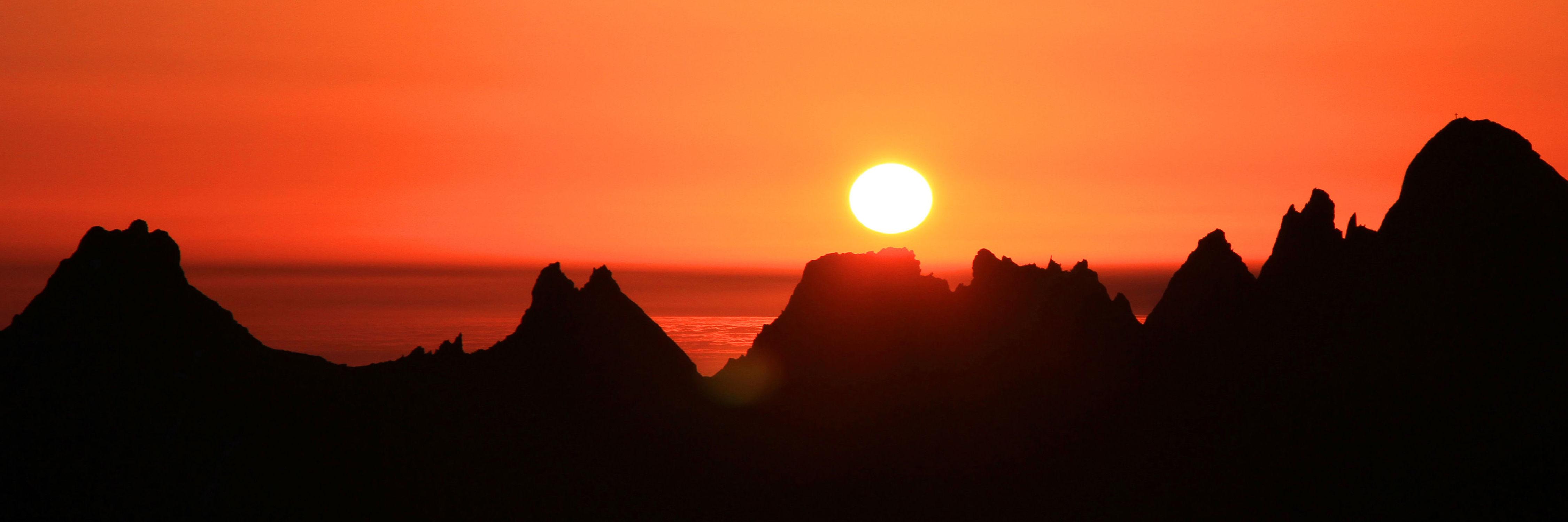 Bild mit Natur, Wasser, Berge und Hügel, Berge, Gewässer, Sonnenuntergang, Sonnenaufgang, Sonne, Meer, See, Sonnenuntergänge, Am Meer, berg, sea, seaside, ozean, sun