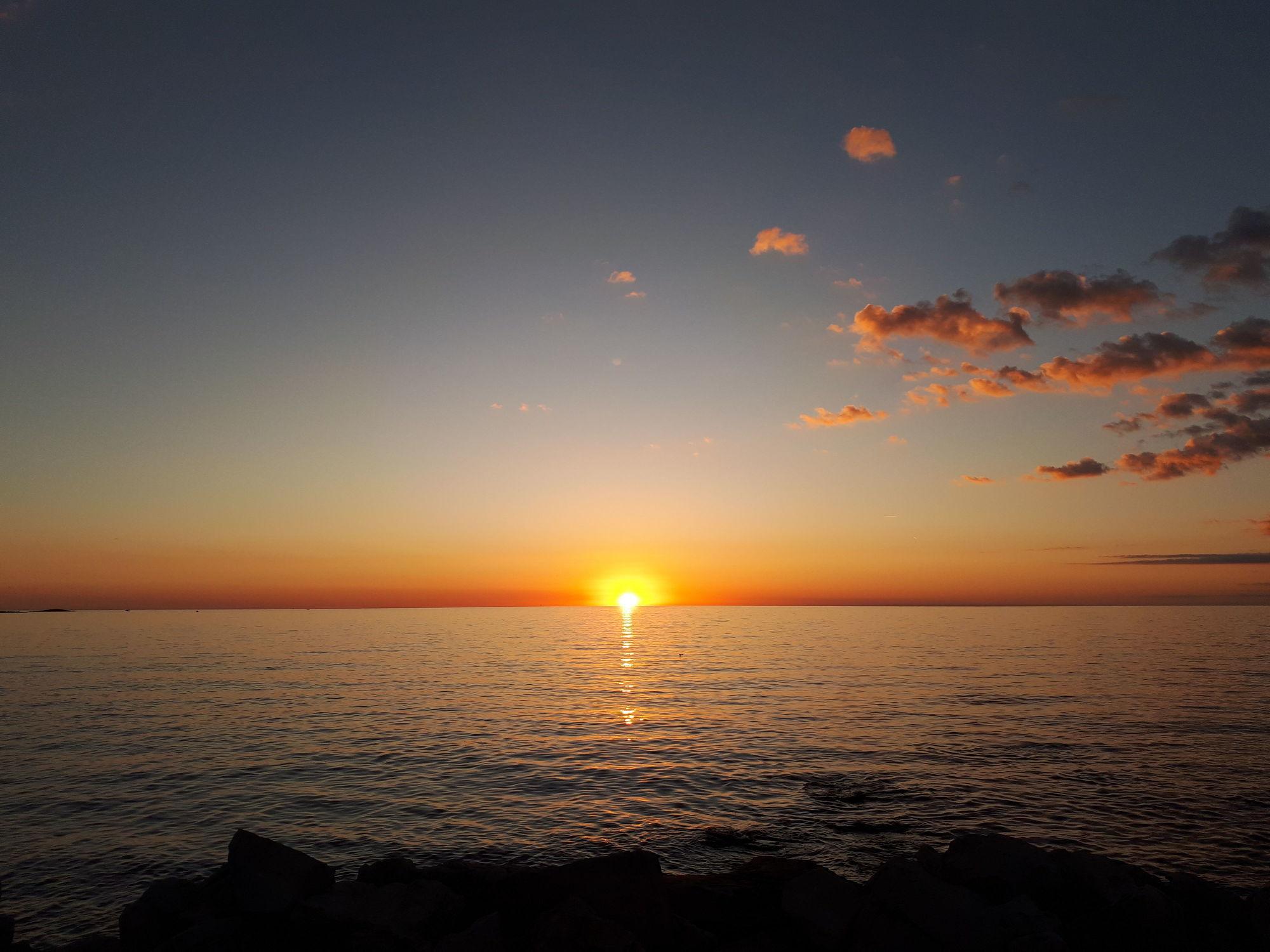 Bild mit Natur, Strände, Sonnenuntergang, Sonnenaufgang, Sonne, Strand, Meer, Sonnenschein, Sonnenuntergänge, Meerwasser, Abend