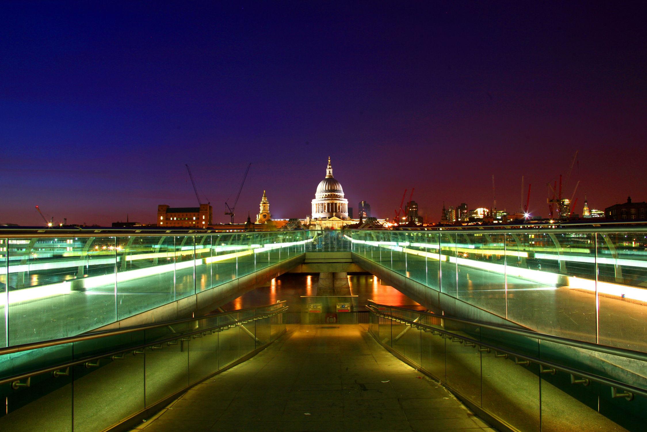 Bild mit Städte, Brücken, England, London, Stadt, London Bridge, Brücke, City, Nachtaufnahmen, Nacht, Skyline, Stadtleben, night, bridge