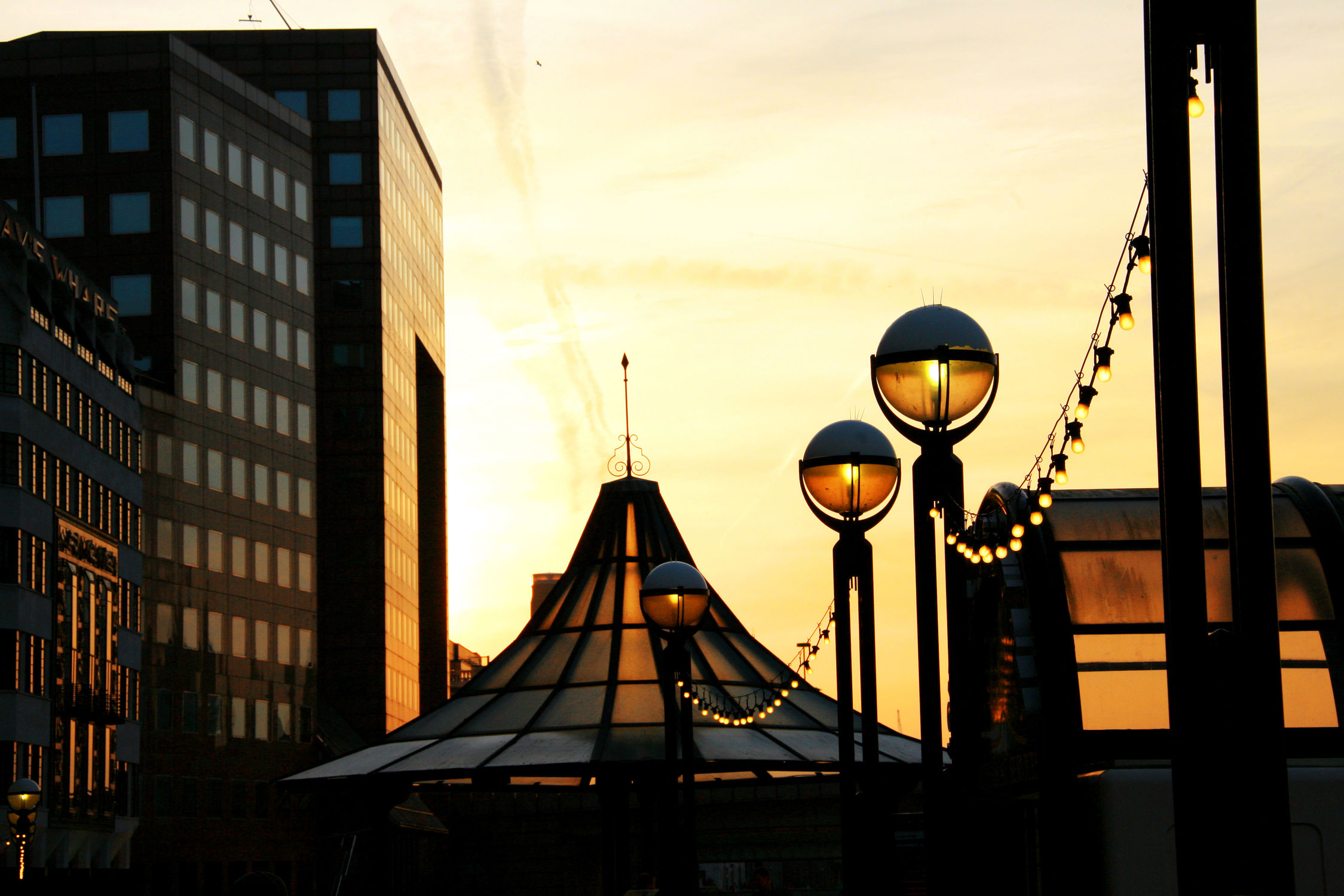 Bild mit Städte, Promenaden, Stadt, Retro, Alleen, Allee, City, Laterne, Laternen, Promenade, Stadtleben