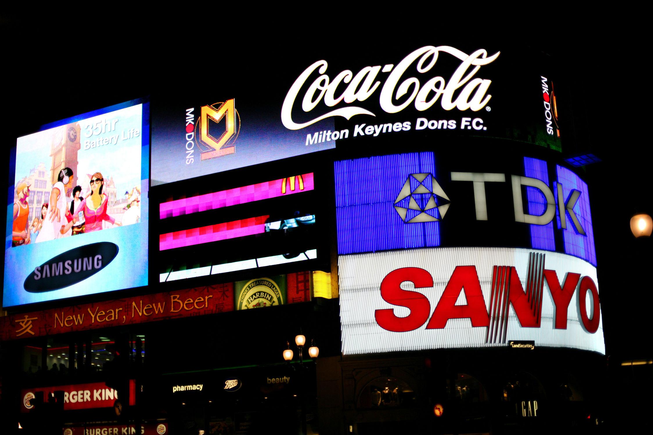 Bild mit Städte, London, Stadt, City of London, Werbung, City, Stadtleben, picadilli circus, Werbetafeln, Leuchtschilder
