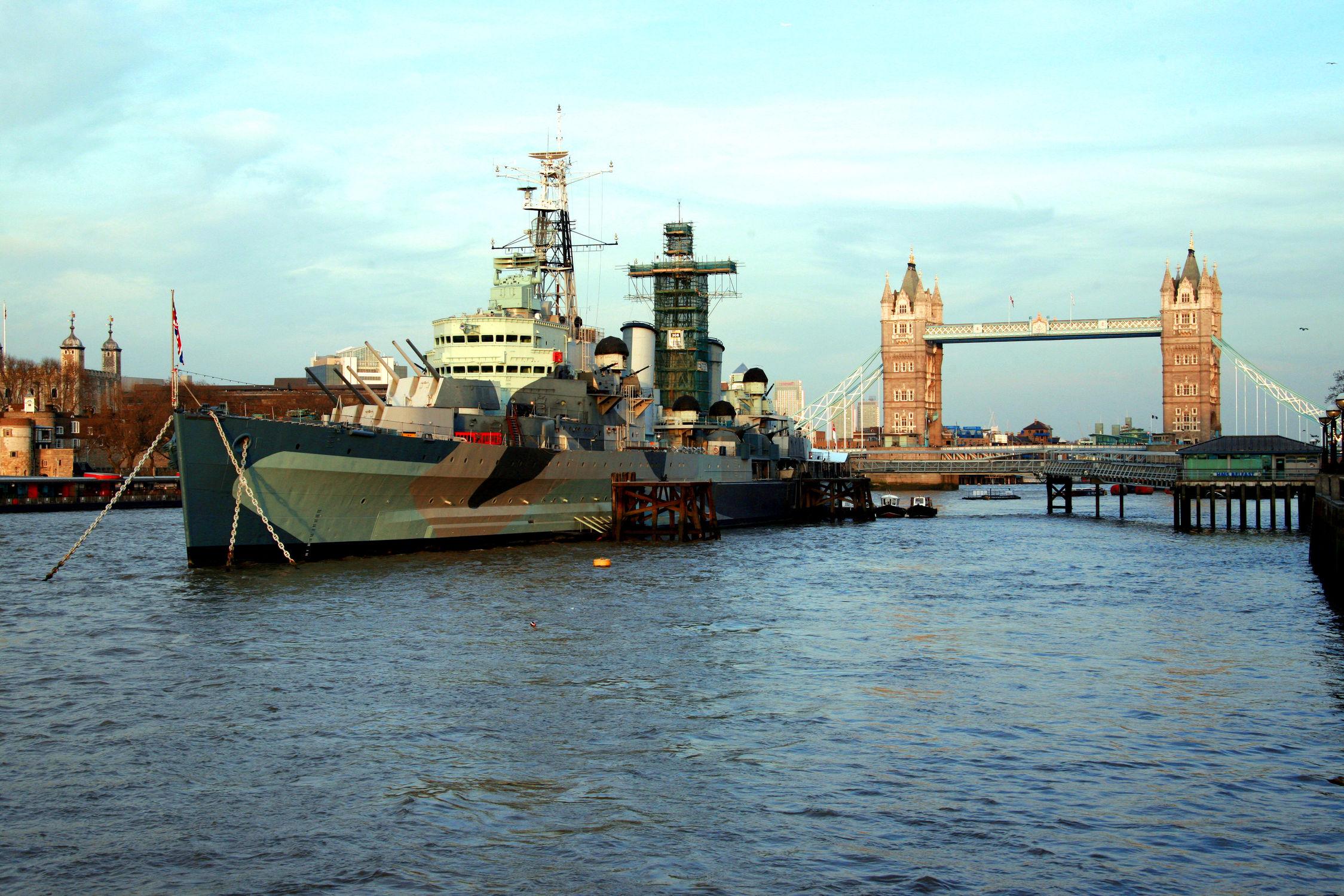 Bild mit Schiffe, Tower Bridge, London, Schiff, London Bridge, london tower bridge, Fluss, Kriegsschiff, HML Belfast, Kriegsschiffe