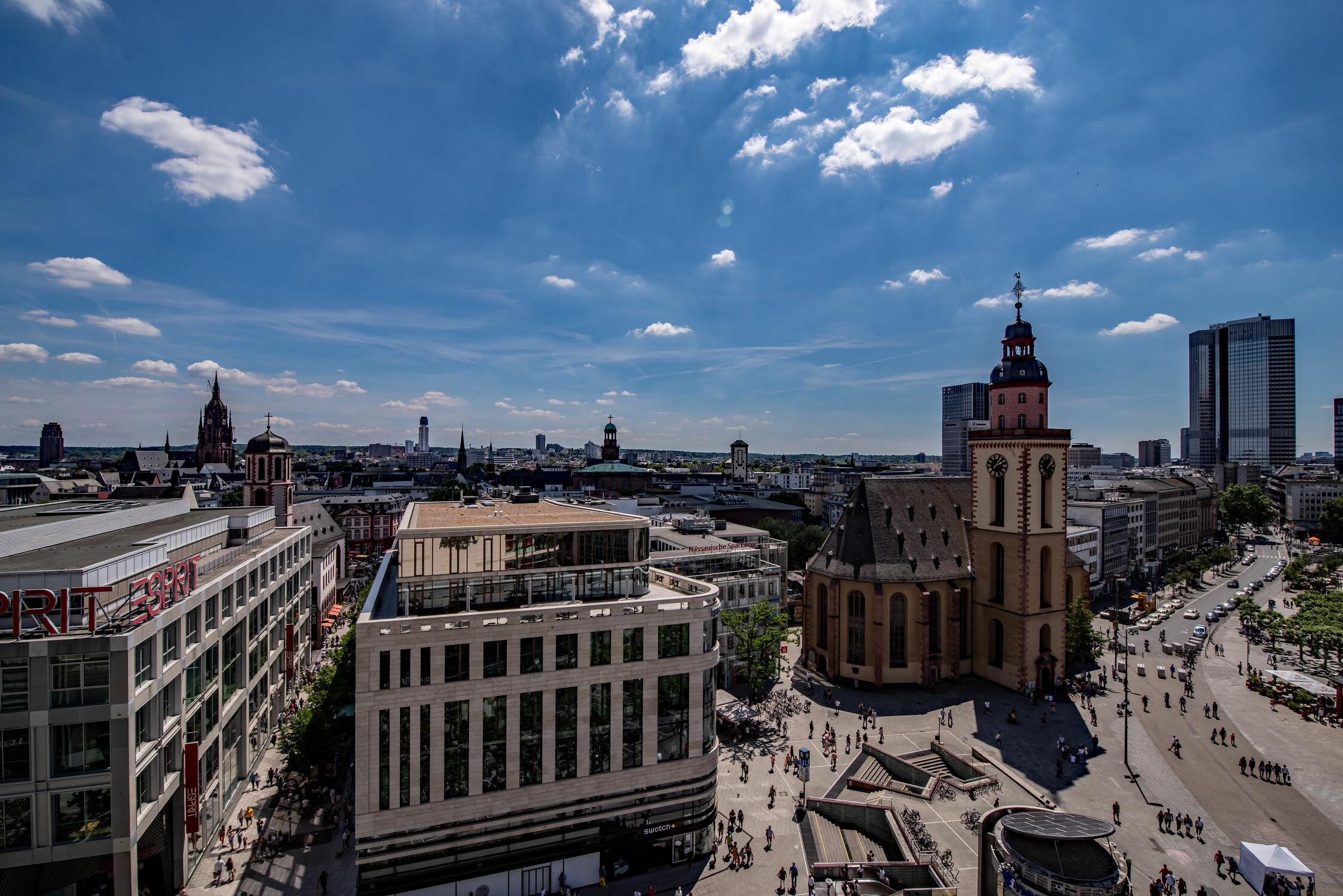 Bild mit Architektur, Deutschland, Glas, Skylines & Hochhäuser, Frankfurt am Main, Zentrum, Stahl, Beton, city of frankfurt, Bankenviertel, Bürogebäude