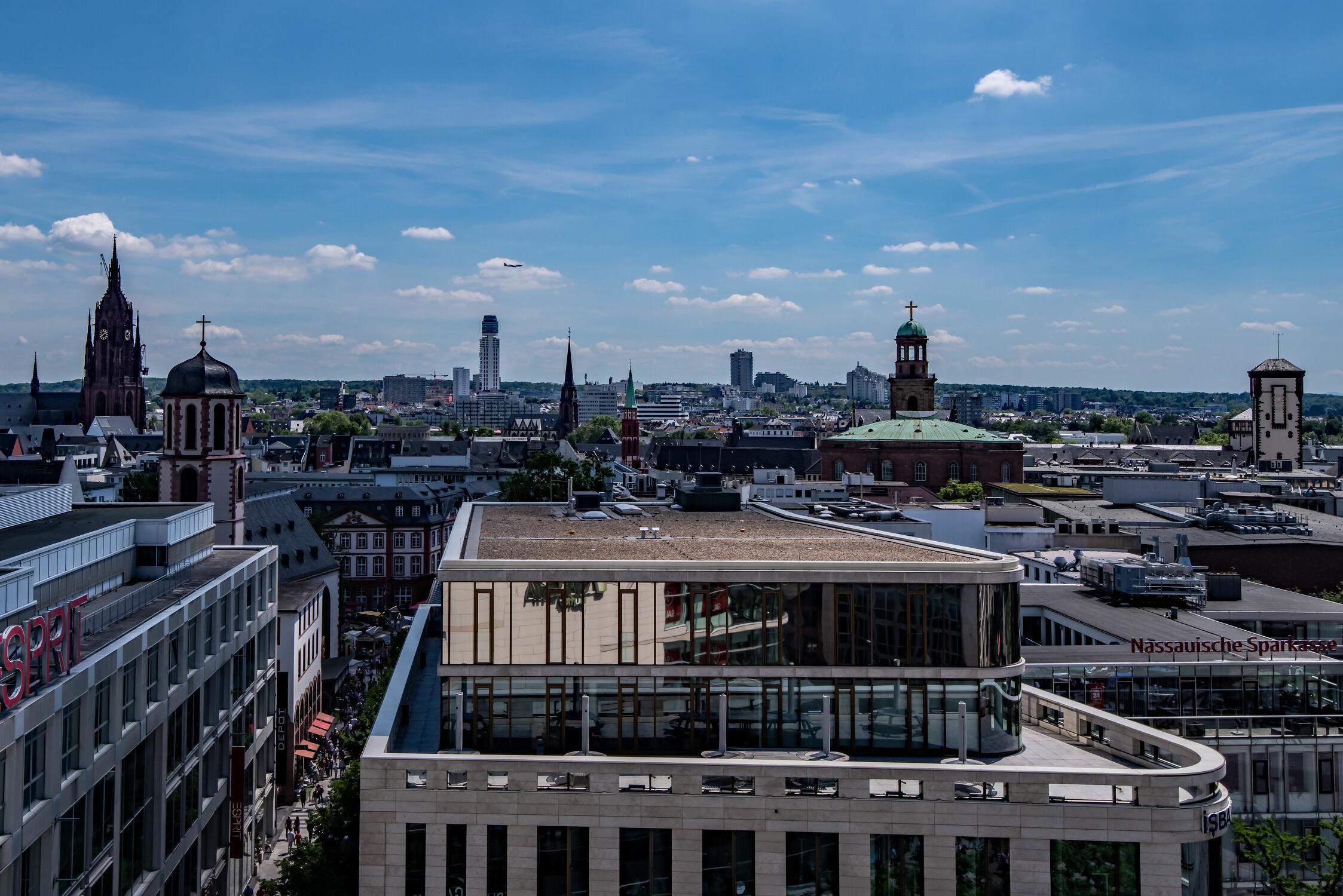 Bild mit Horizont, Deutschland, Glas, Häuser, Stadt, Skylines & Hochhäuser, Frankfurt am Main, hessen, frankfurt, Stahl, Beton, city of frankfurt, Innenstadt, Bürogebäude, rhein main Gebiet