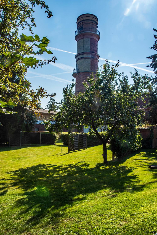 Bild mit Natur, Bäume, Architektur, Wahrzeichen, Perspektive, Historische Gebäude, garten, Leuchtturm, Travemünde, Aussichtsplattform